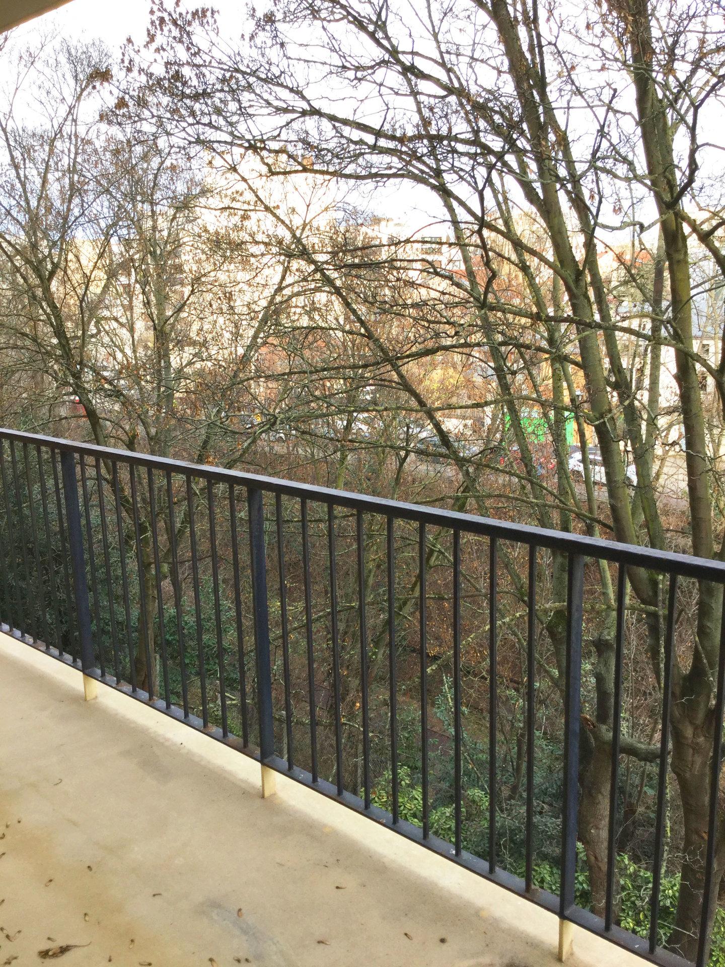 SOUS COMPROMIS Studio avec balcon et parking