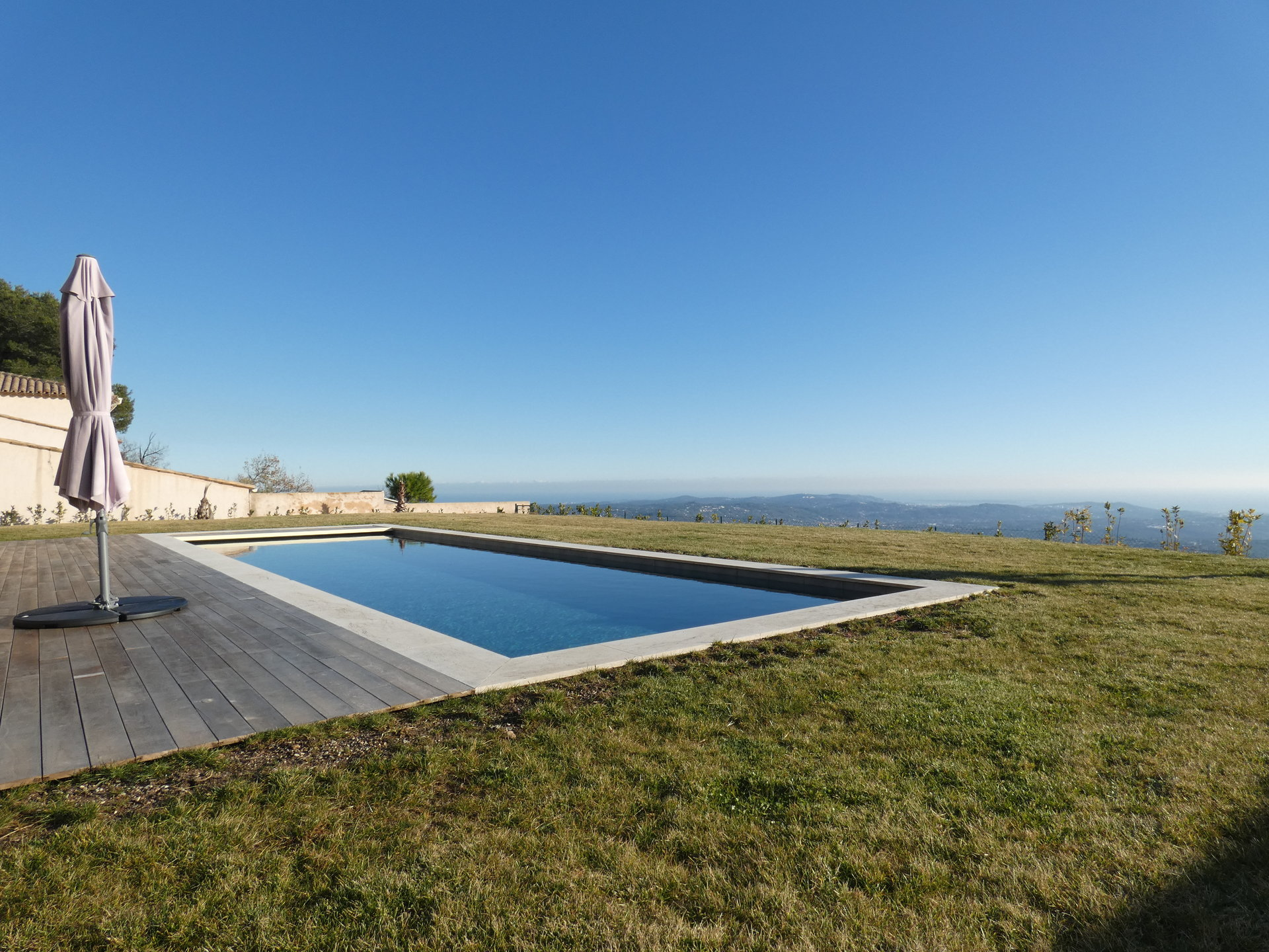 BRAND NEW CONTEMPORARY VILLA WITH DOMINANT VIEW UNTIL THE SEA