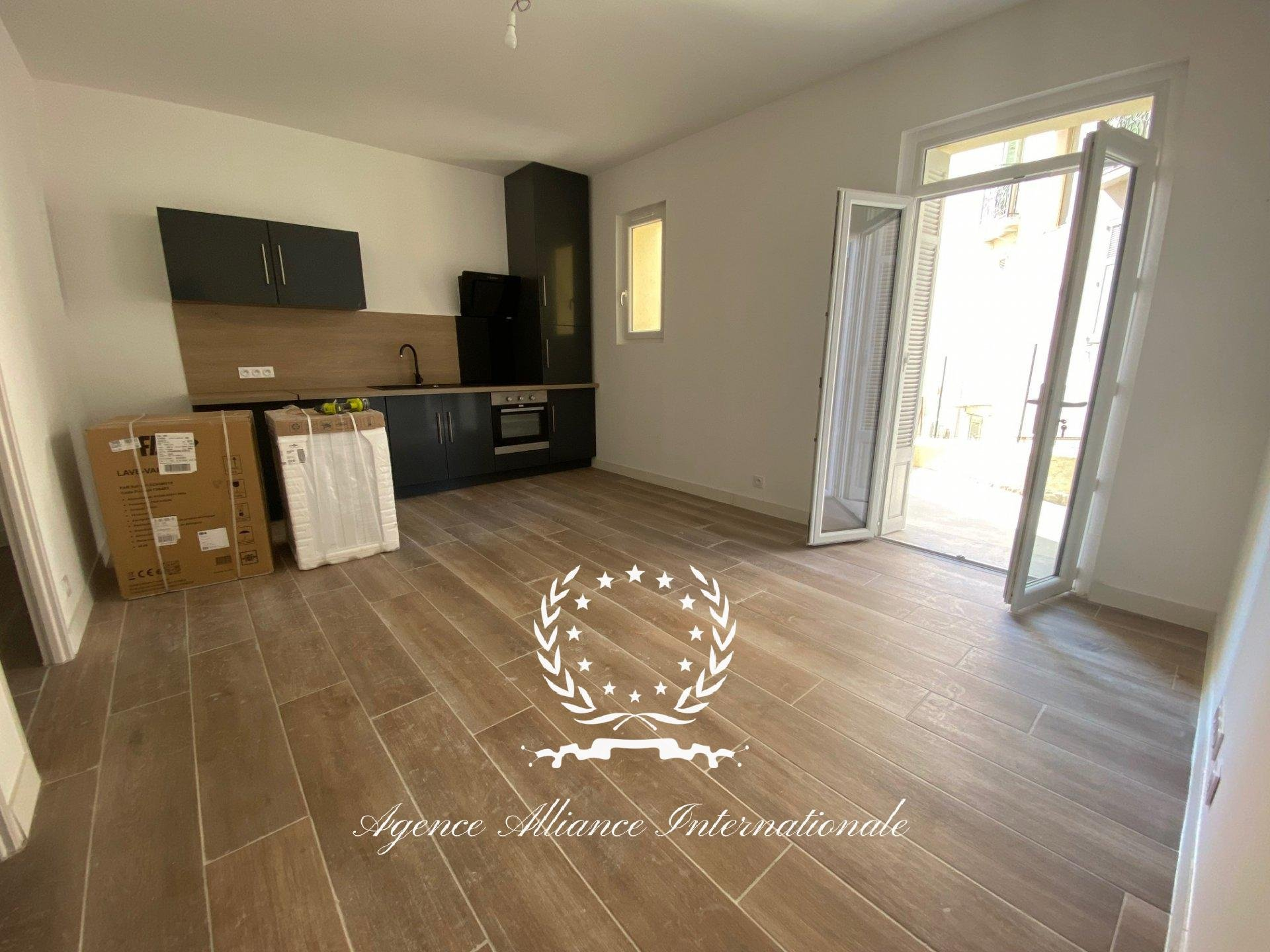 CANNES IMMEUBLE  216m²  - 6 appartements