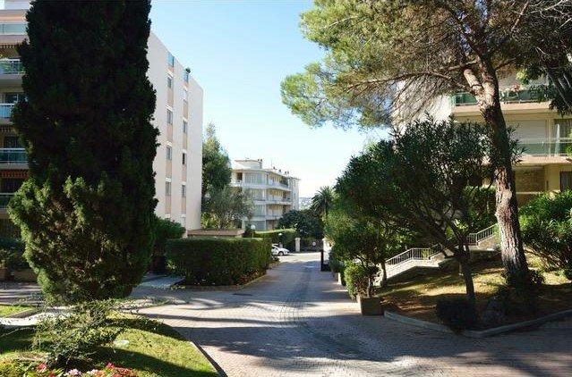 Total renoverad 2:a i ett lugnt område - Nice Cimiez
