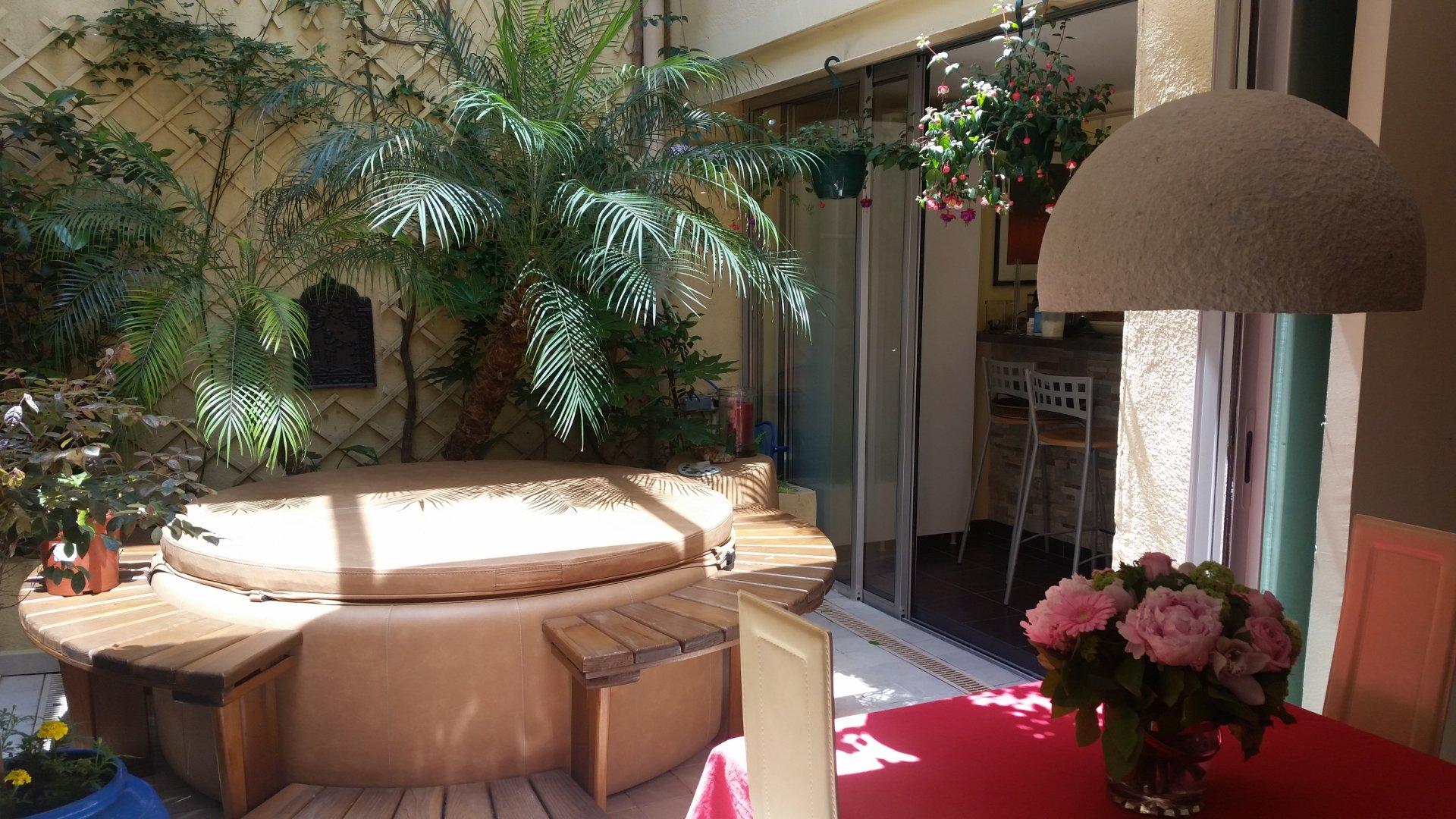 Duplex atypique + patio