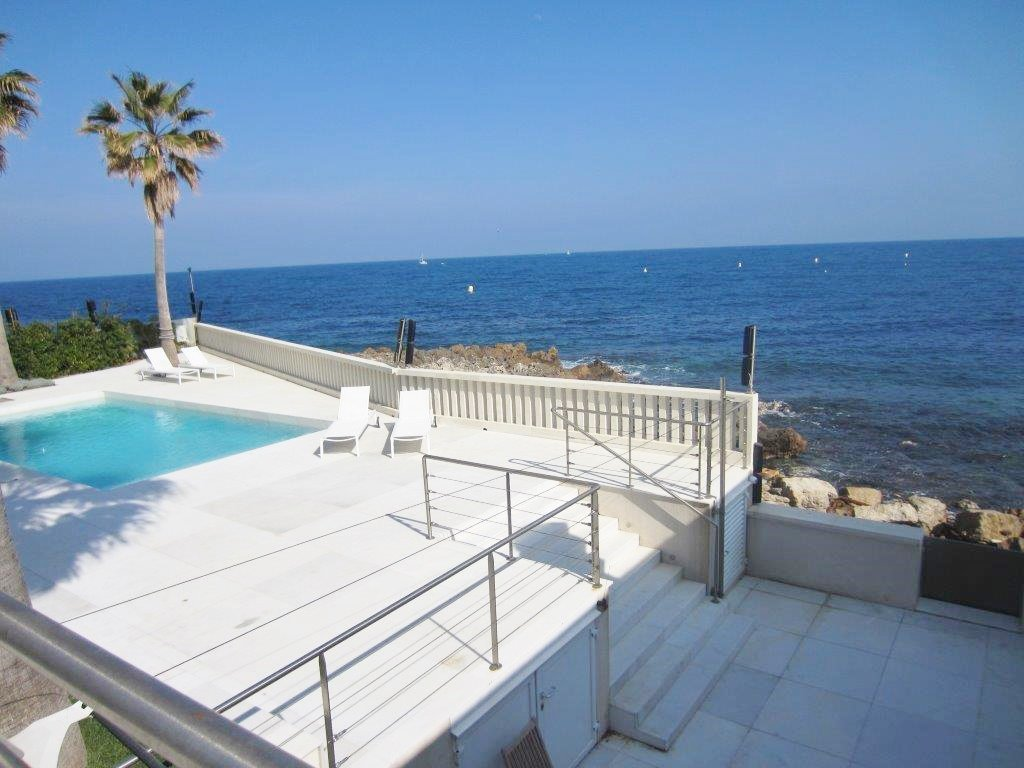WATERFRONT VILLA CAP D'ANTIBES