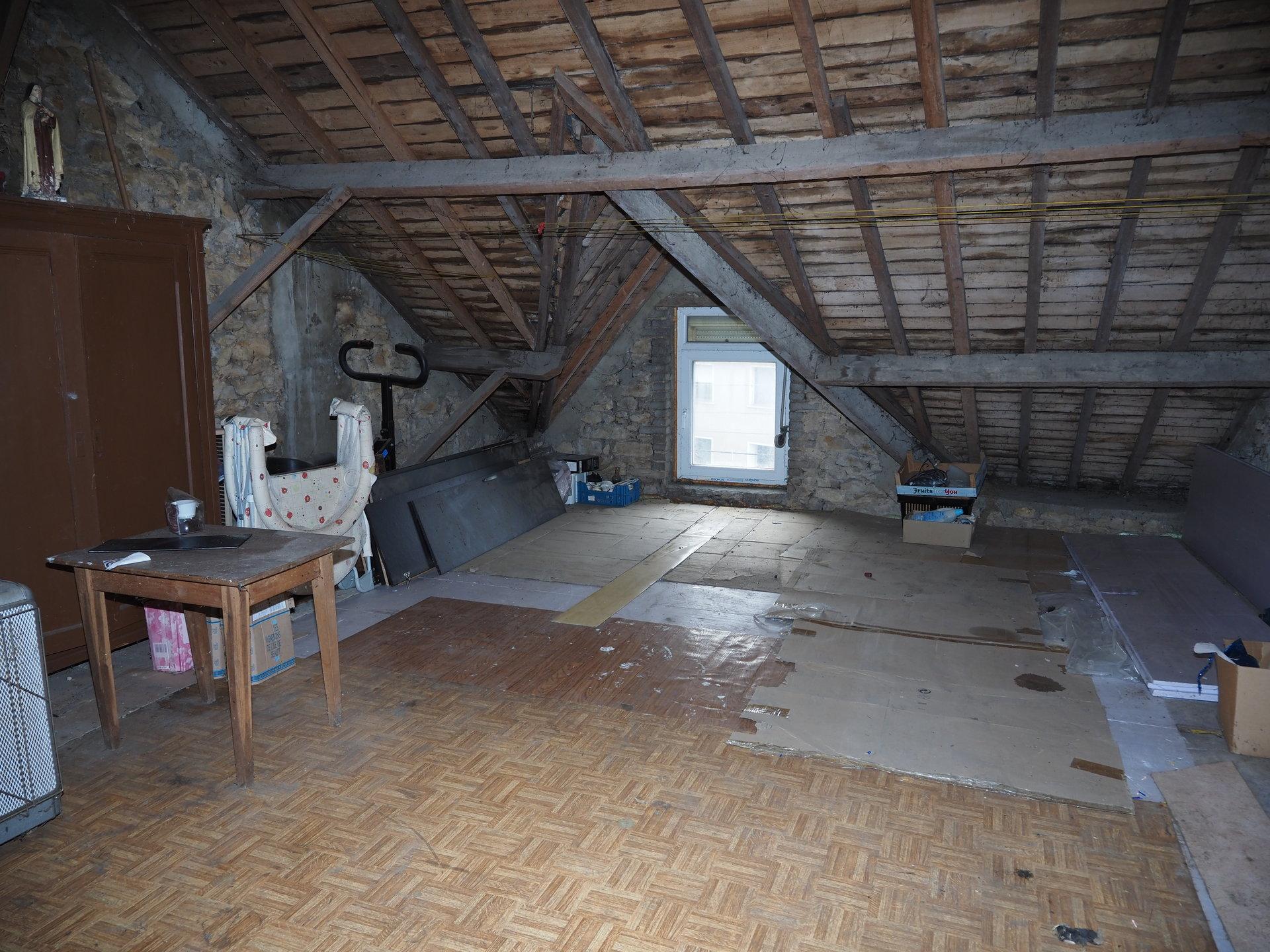 +++SOUS COMROMIS+++Maison de 2 chambres à rénover