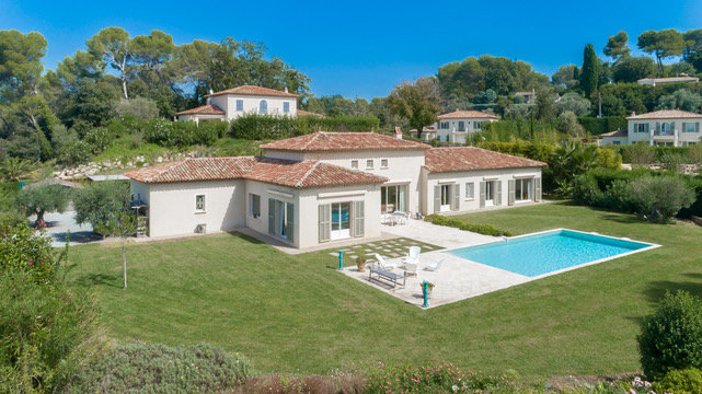 MOUGINS, very nice property in a private DOMAINE
