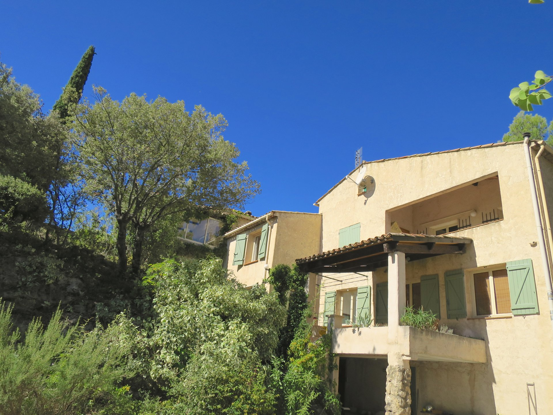 Ideal rental income, 3 gites and an appartment for the owner, oliveyard, pool on 10.000m2 land