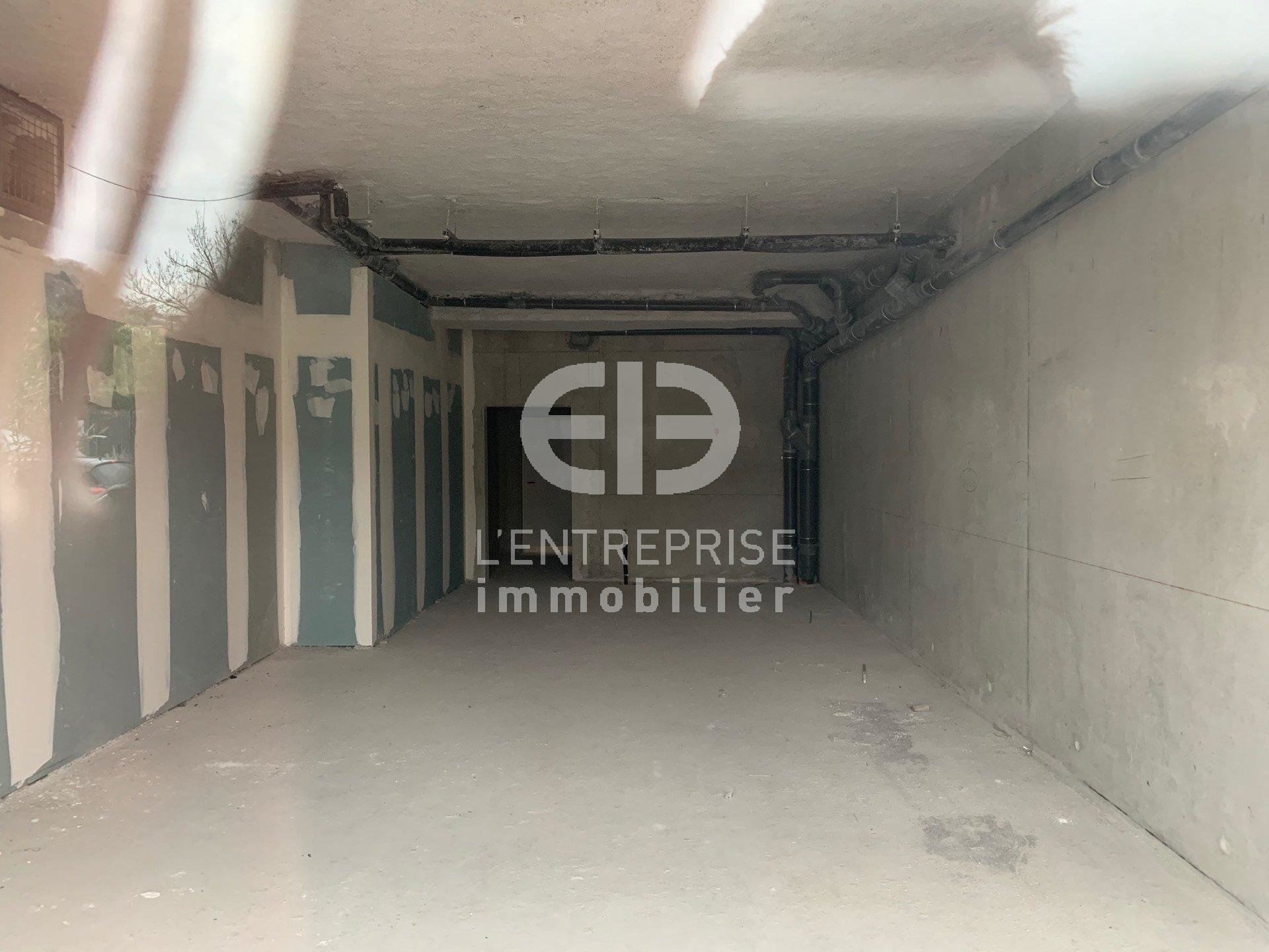 A LOUER - LOCAL COMMERCIAL - 70 m² - St Isidore - Nice