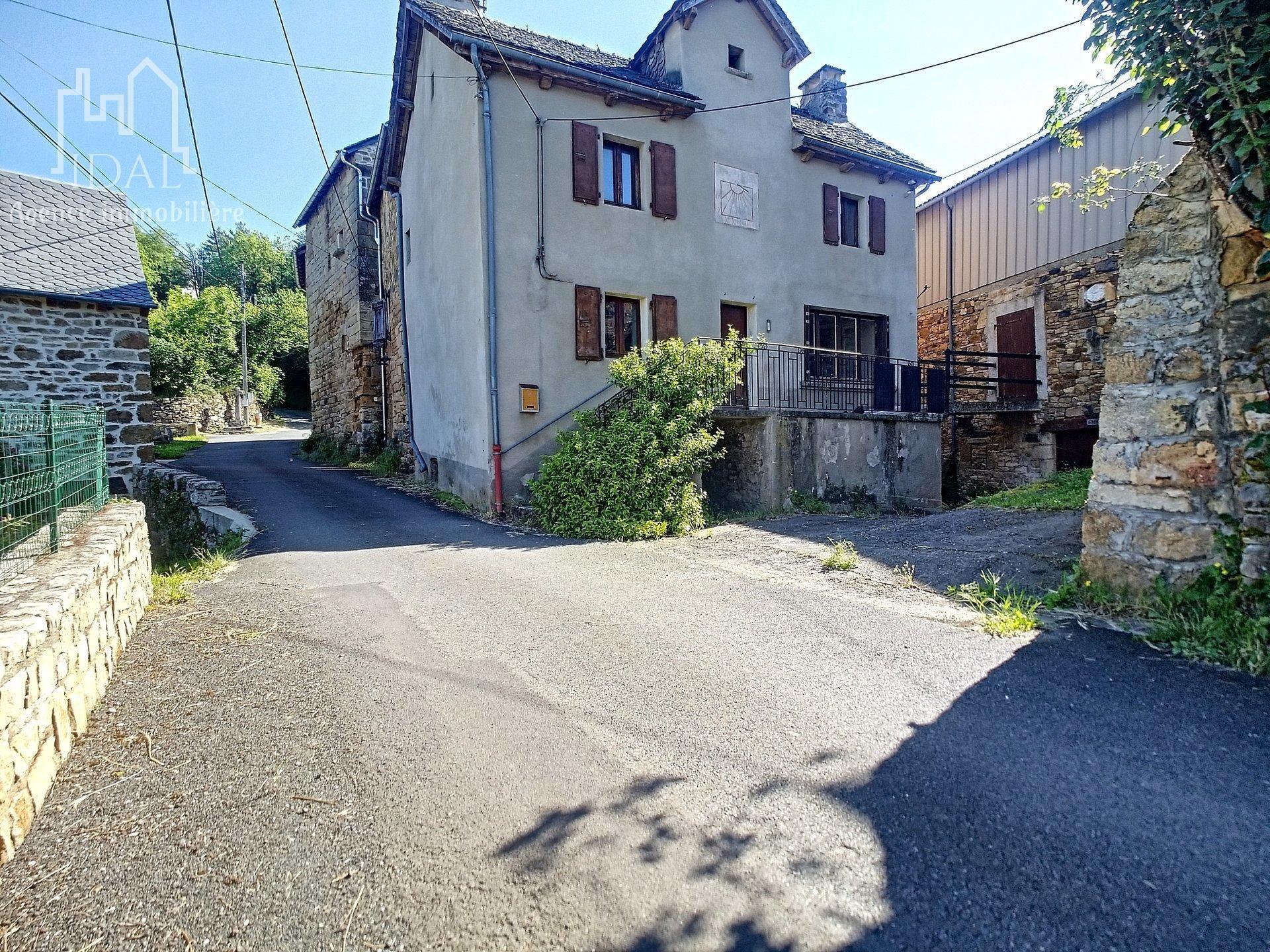 Mories (Bourg sur colagne)  Maison à rénover,