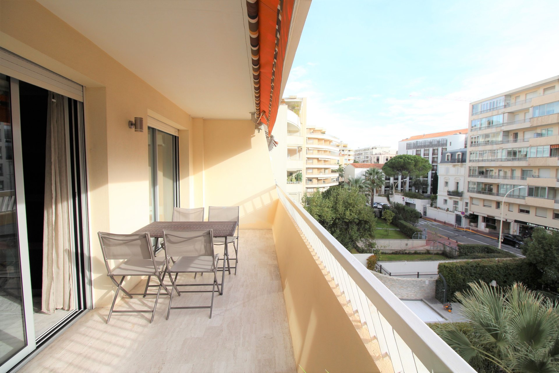 Cannes Banane- Rond Point Duboys d'Angers - 2P - Sud- Terrasse