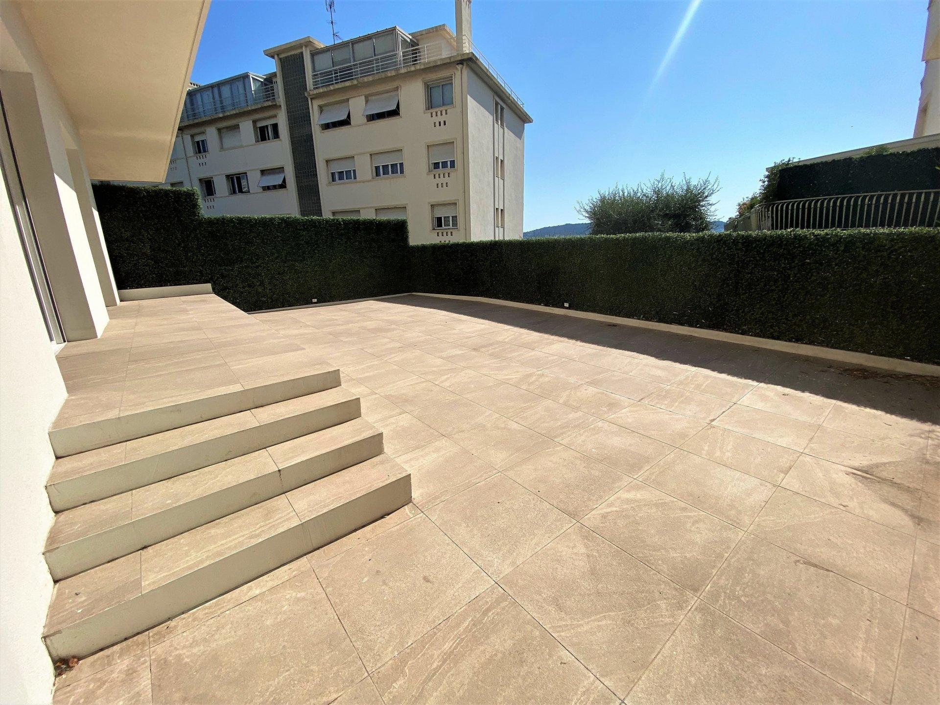 Nice Centre - 3P état neuf + terrasse 70 m2