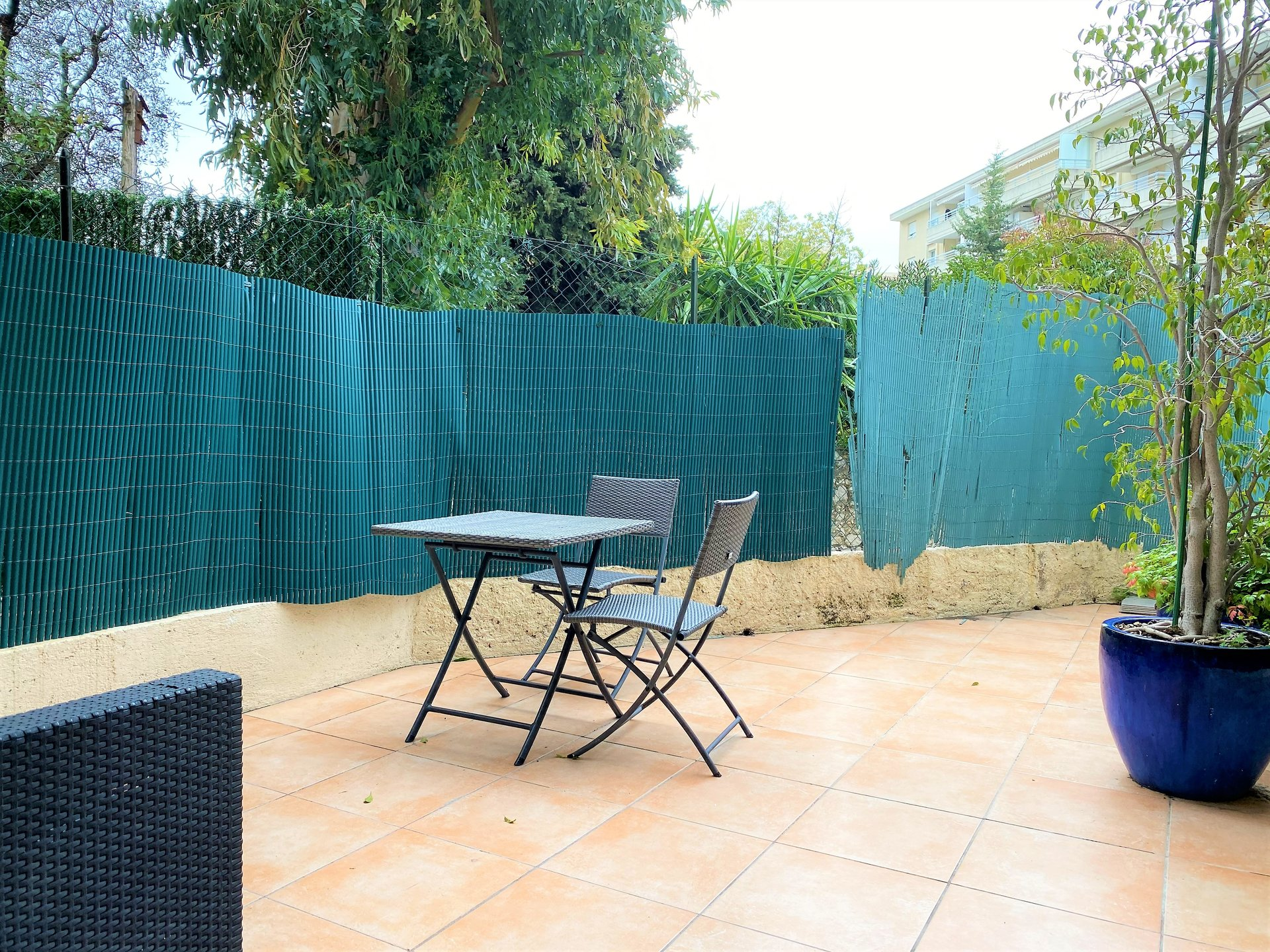 CANNES SALE STUDIO ON GARDEN LEVEL WITH TERRACE 15M².