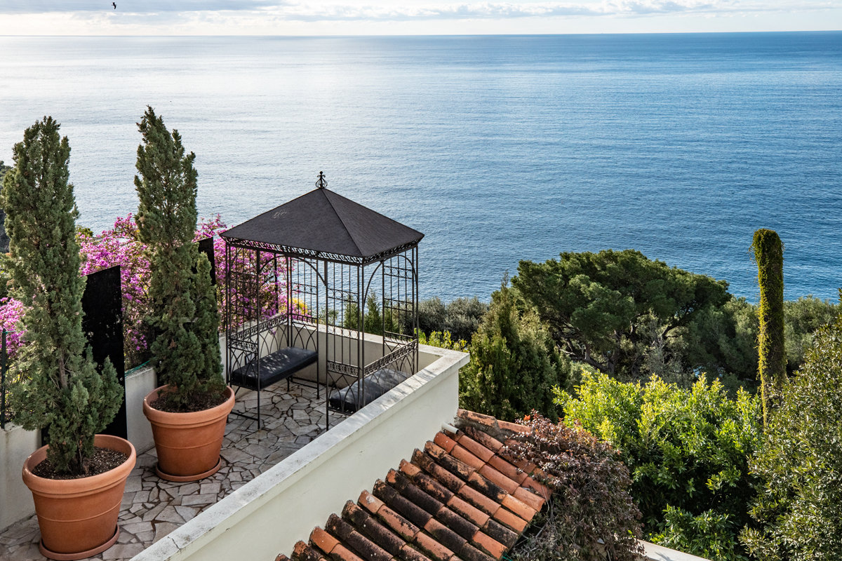 Charming villa with exceptional views