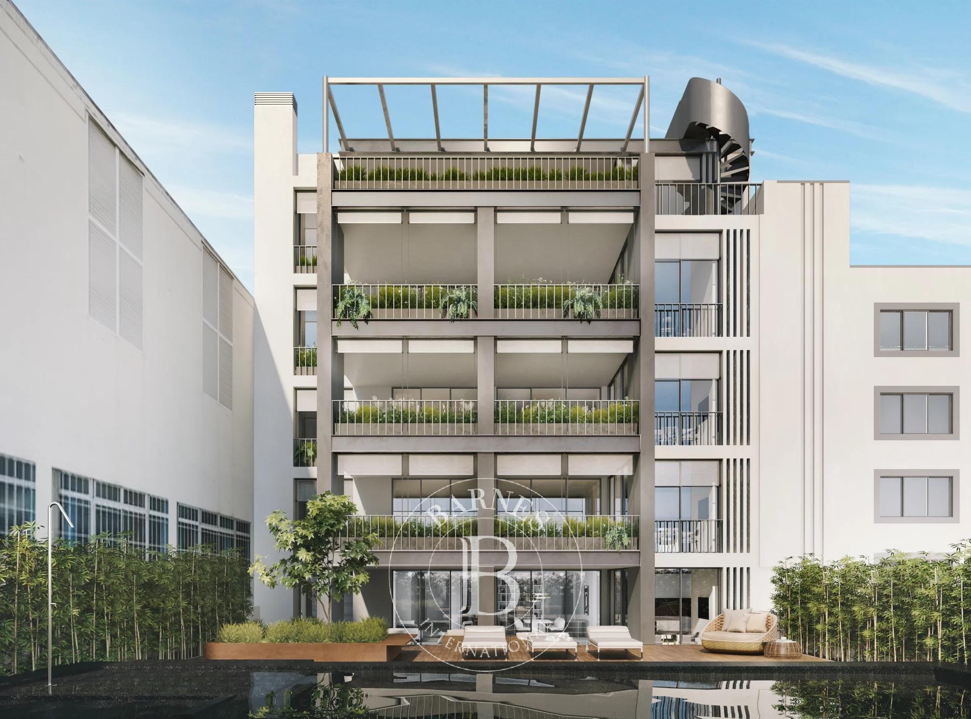 AC27 – Luxury Development
