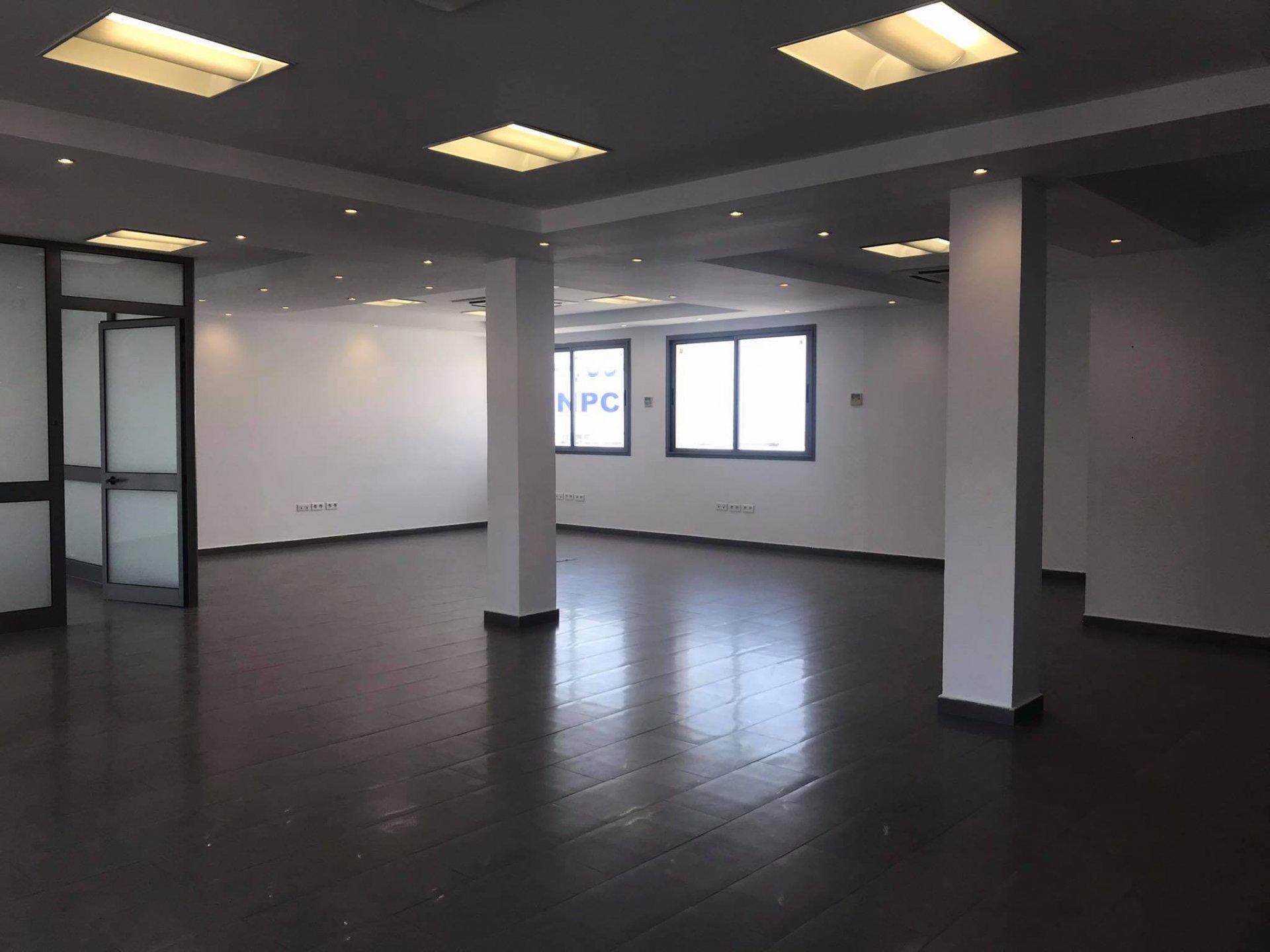 Location Bureau de 280 m² Open Space au Lac 1