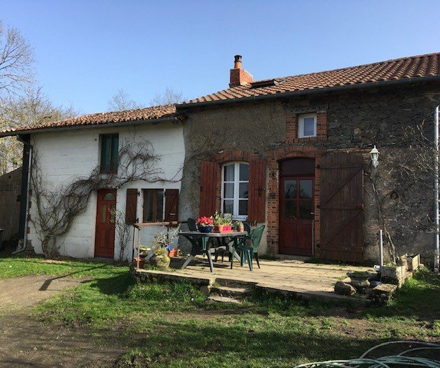 Private Hamlet House for Sale near Luchapt - Vienne