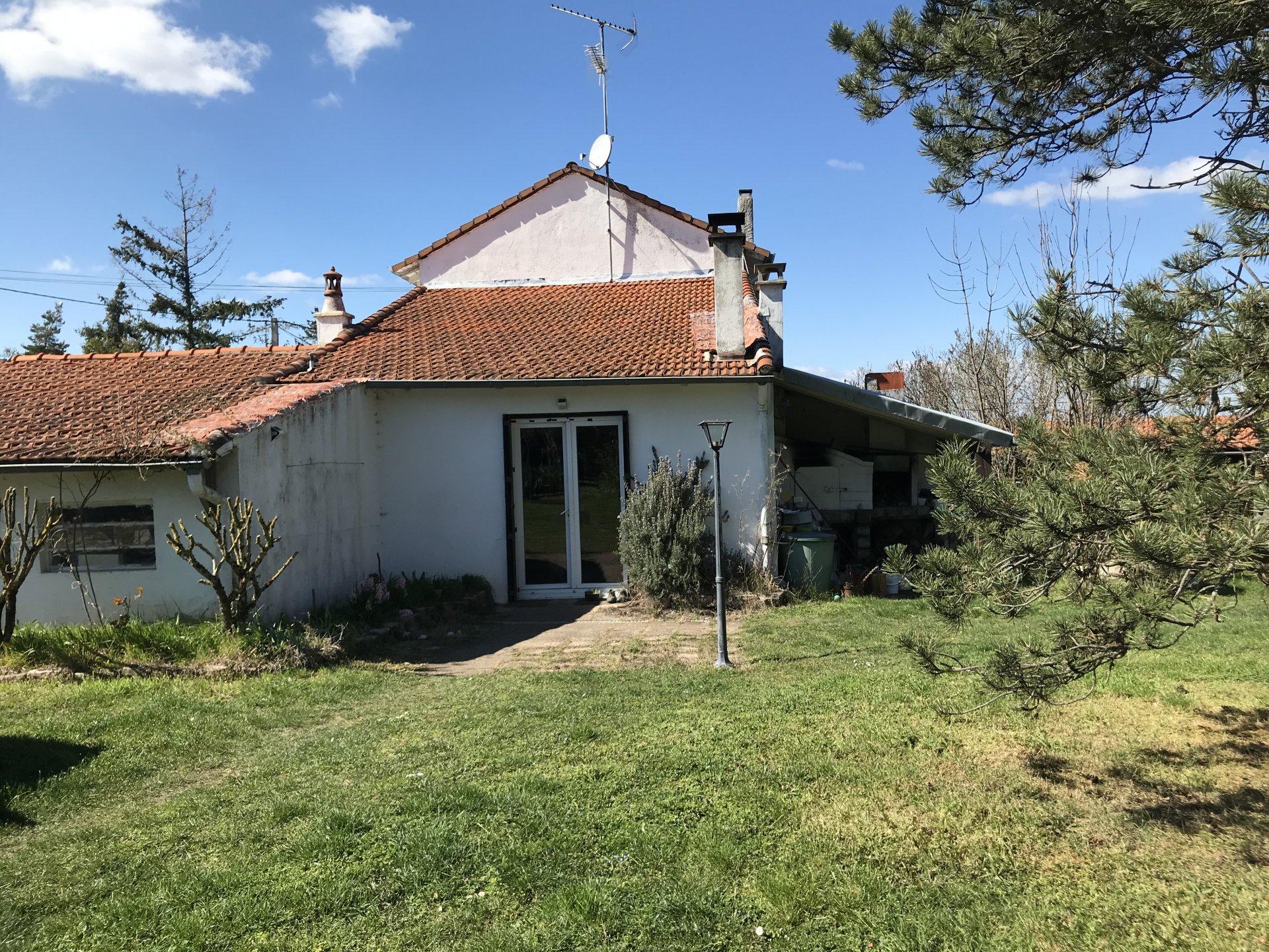 Maison ancienne à rénover sur 1272 terr plat
