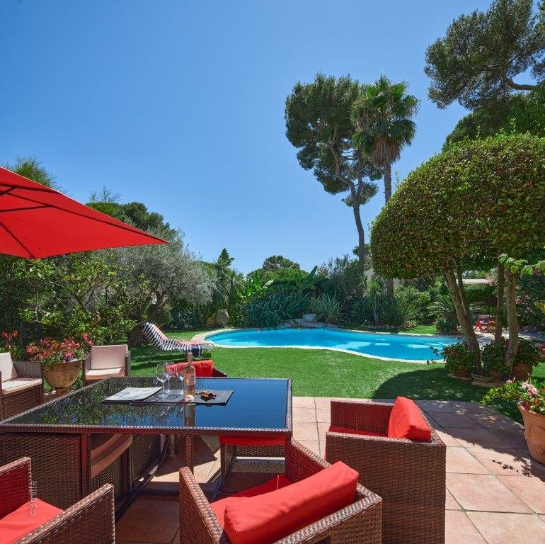 CHARMING PROVENCAL VILLA WITH POOL