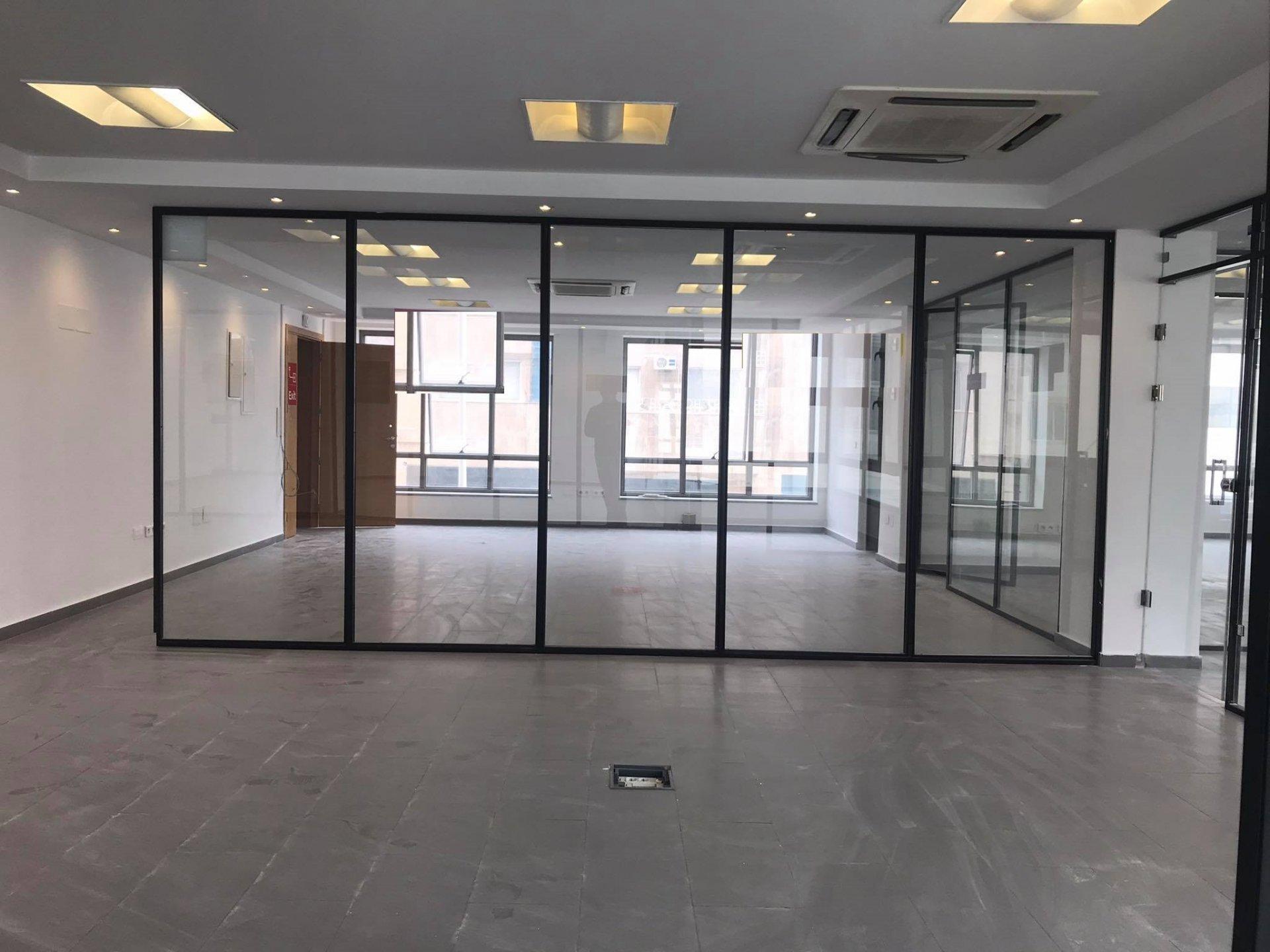Location Bureau de 360 m² Open Space au Lac 1