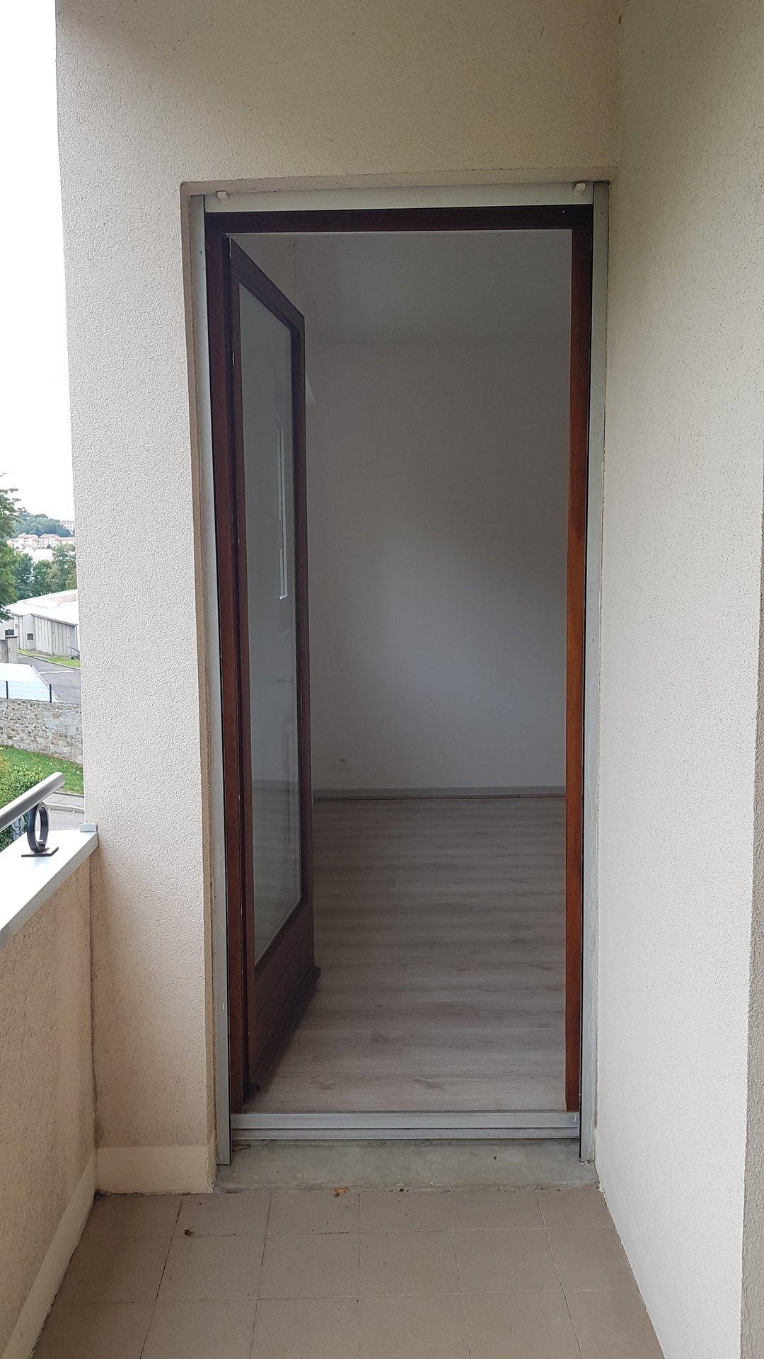 SAINT-ETIENNE Appartement T2 avec balcon, garage