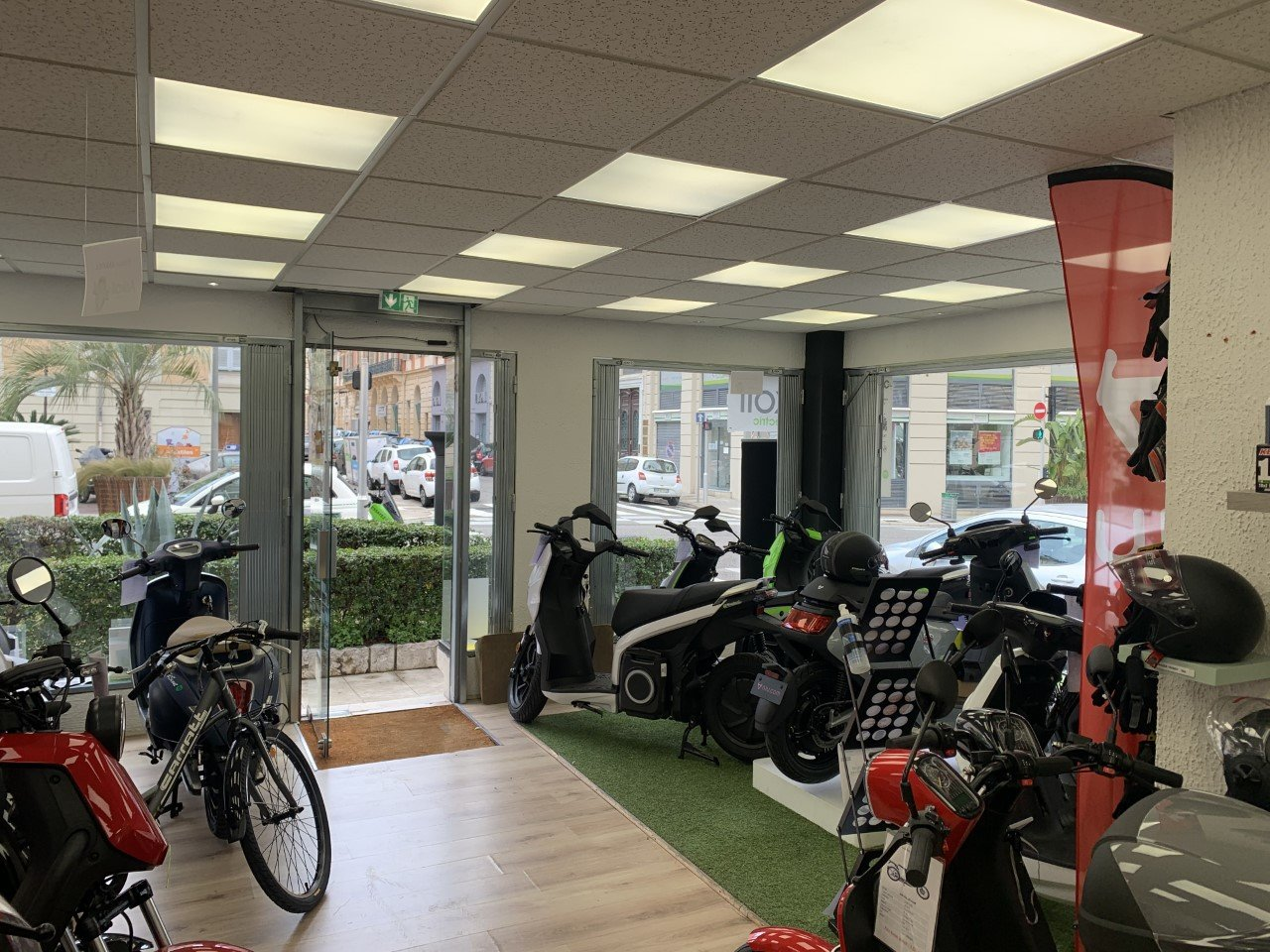 DAB - MAGASIN D'ANGLE 66 M² - NICE CENTRE VILLE