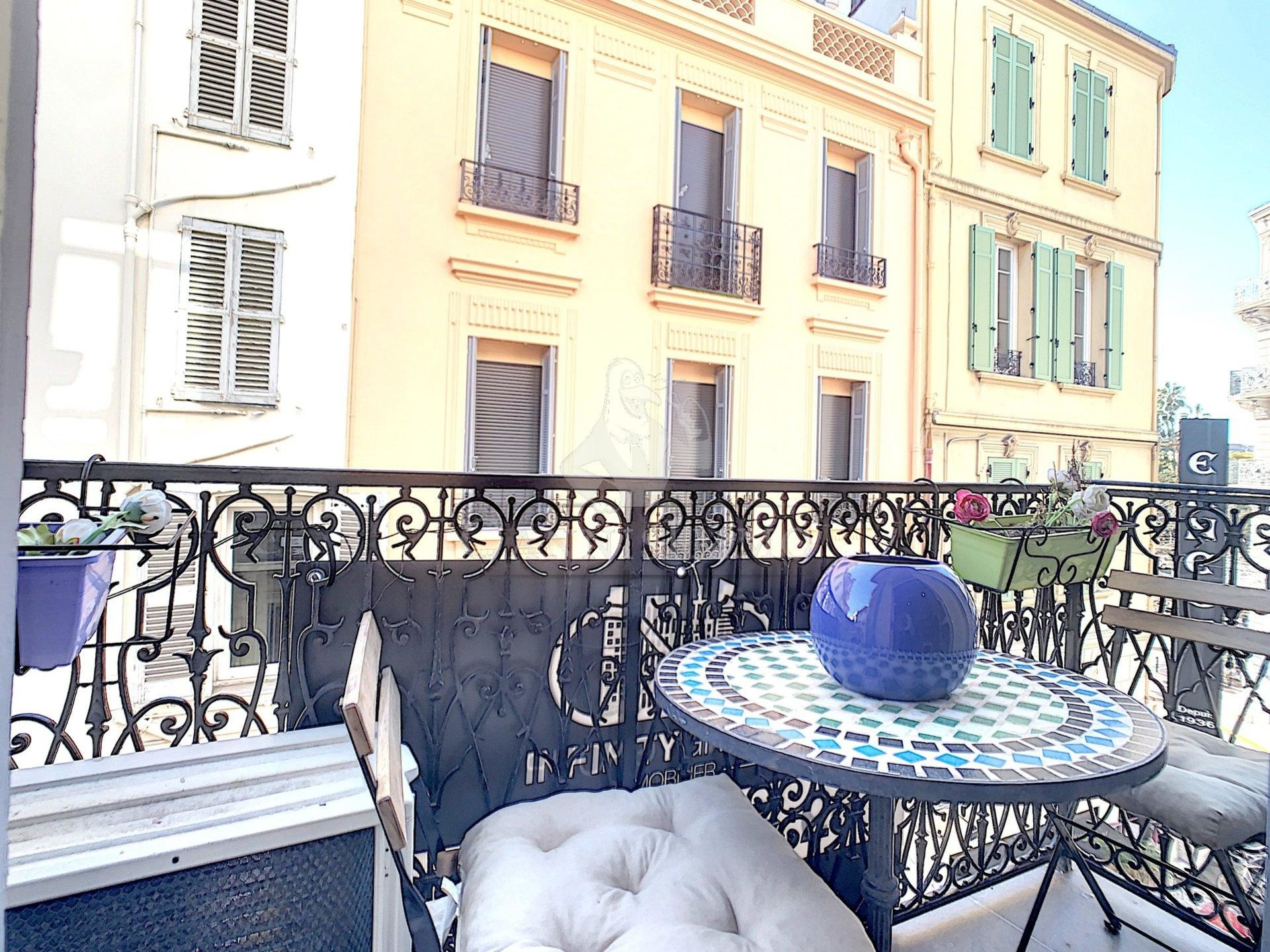 CANNES APPARTEMENT 2P BANANE FORVILLE