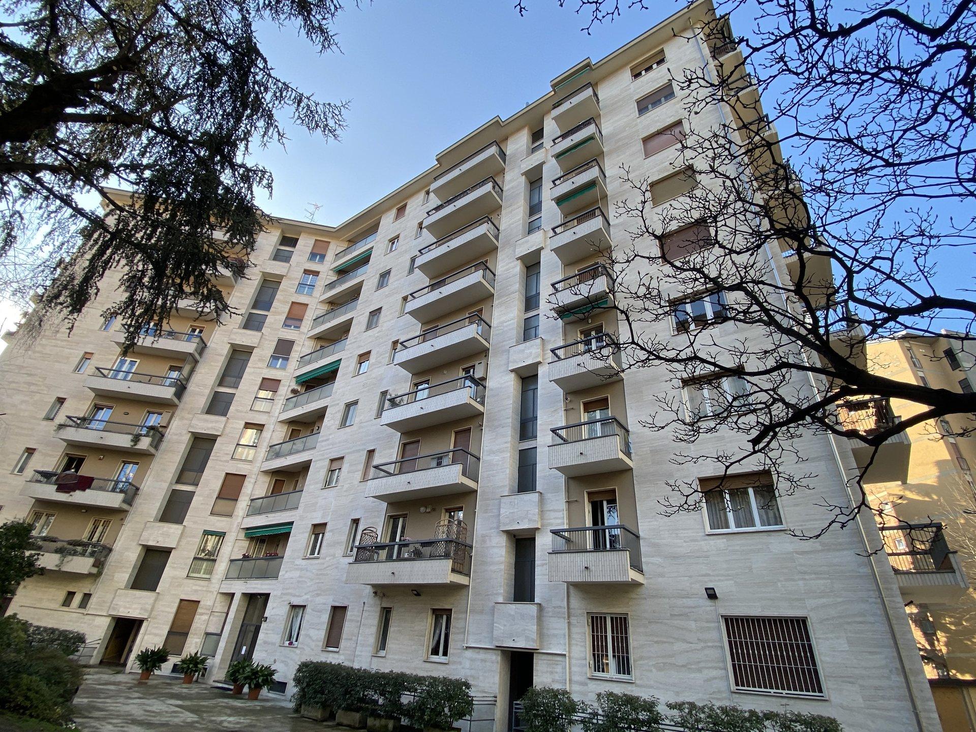 Milano- Via Rembrandt 65. Luminoso trelocali 100 mq piano alto