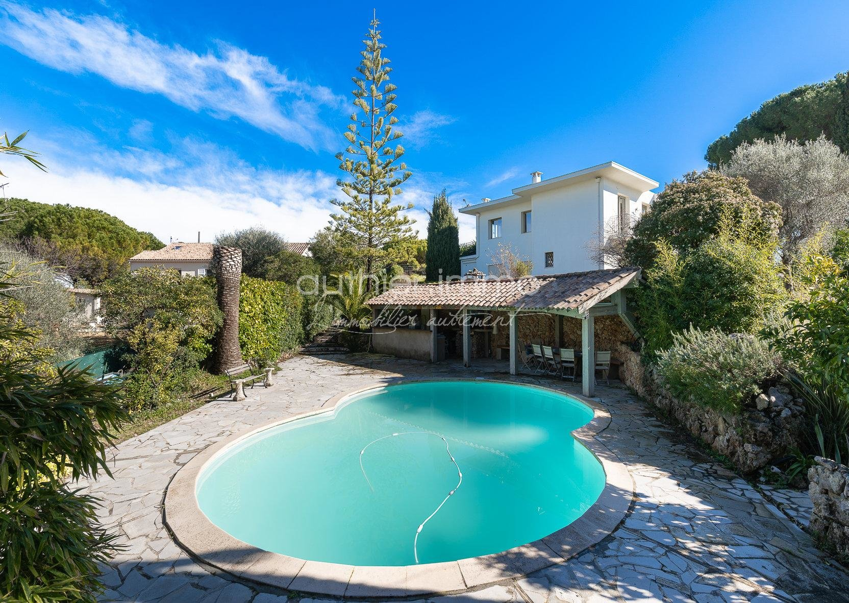 Sale house of character revisited, in a natural setting with swimming pool