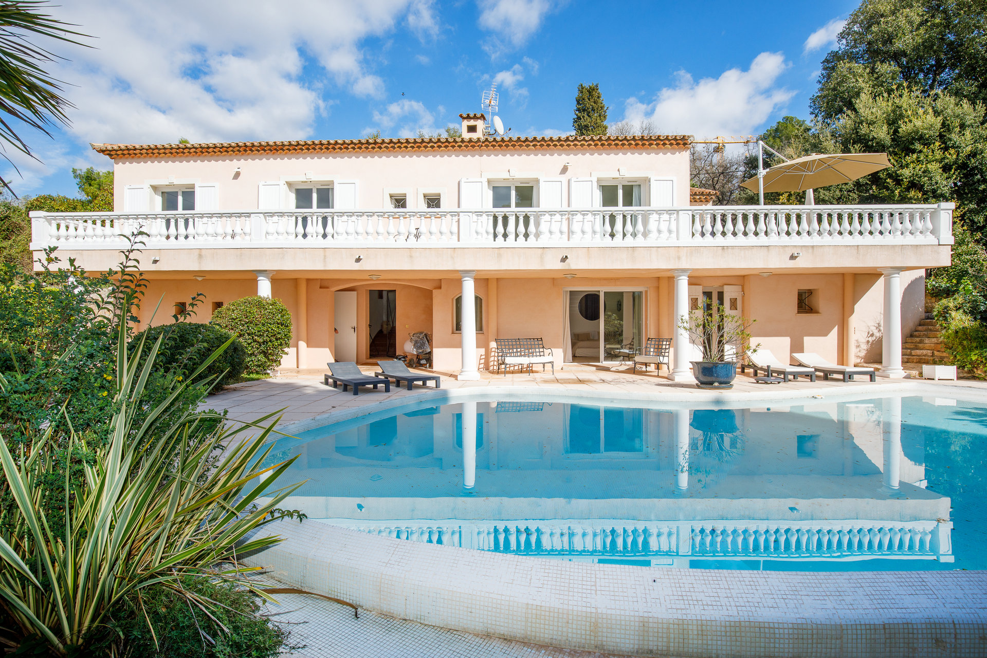 Mougins Wonderful 280 sqm villa with sea view