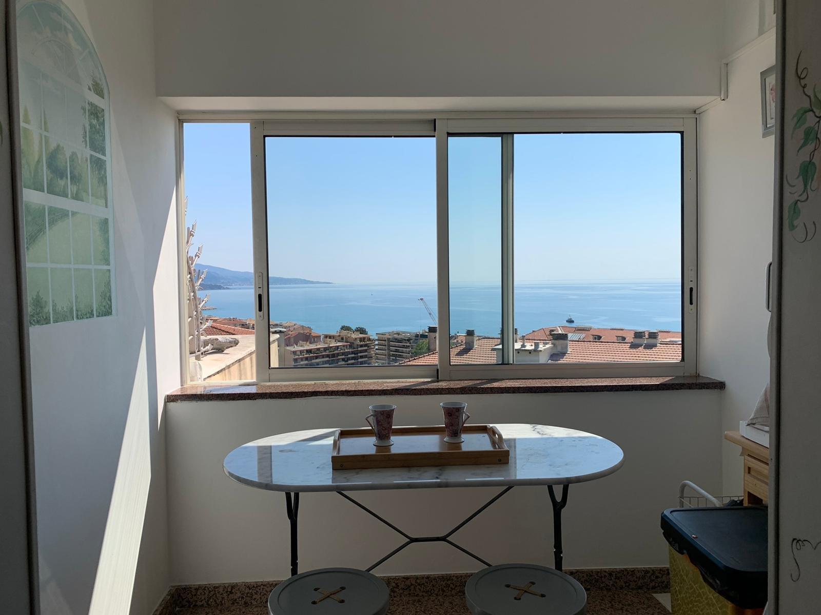 EXCLUSIVITE- Corniche des Serres de la Madone- Villa individuelle T6 sur 2 niveaux avec 4  chambres, Terrasse, Cave, Jardin de 400m²- vue mer et à 2 pas du centre ville de Menton