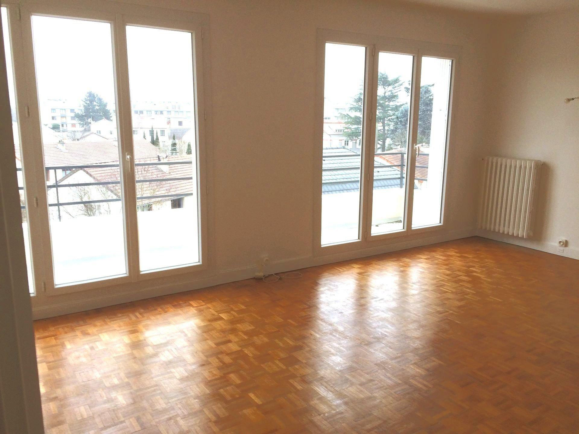 Dernier étage sans vis-à-vis, en limite du Vésinet.