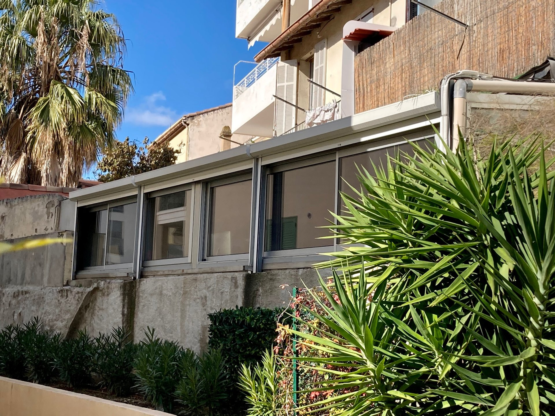 CANNES PALM BEACH Commercial space convertible into 82 m2 apartment