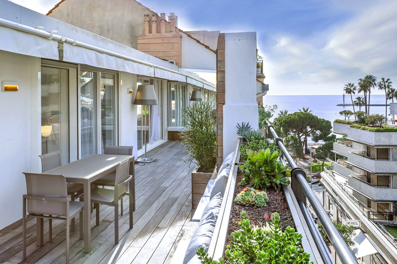 Cannes-Close to croisette large terrace of 36 sq.m