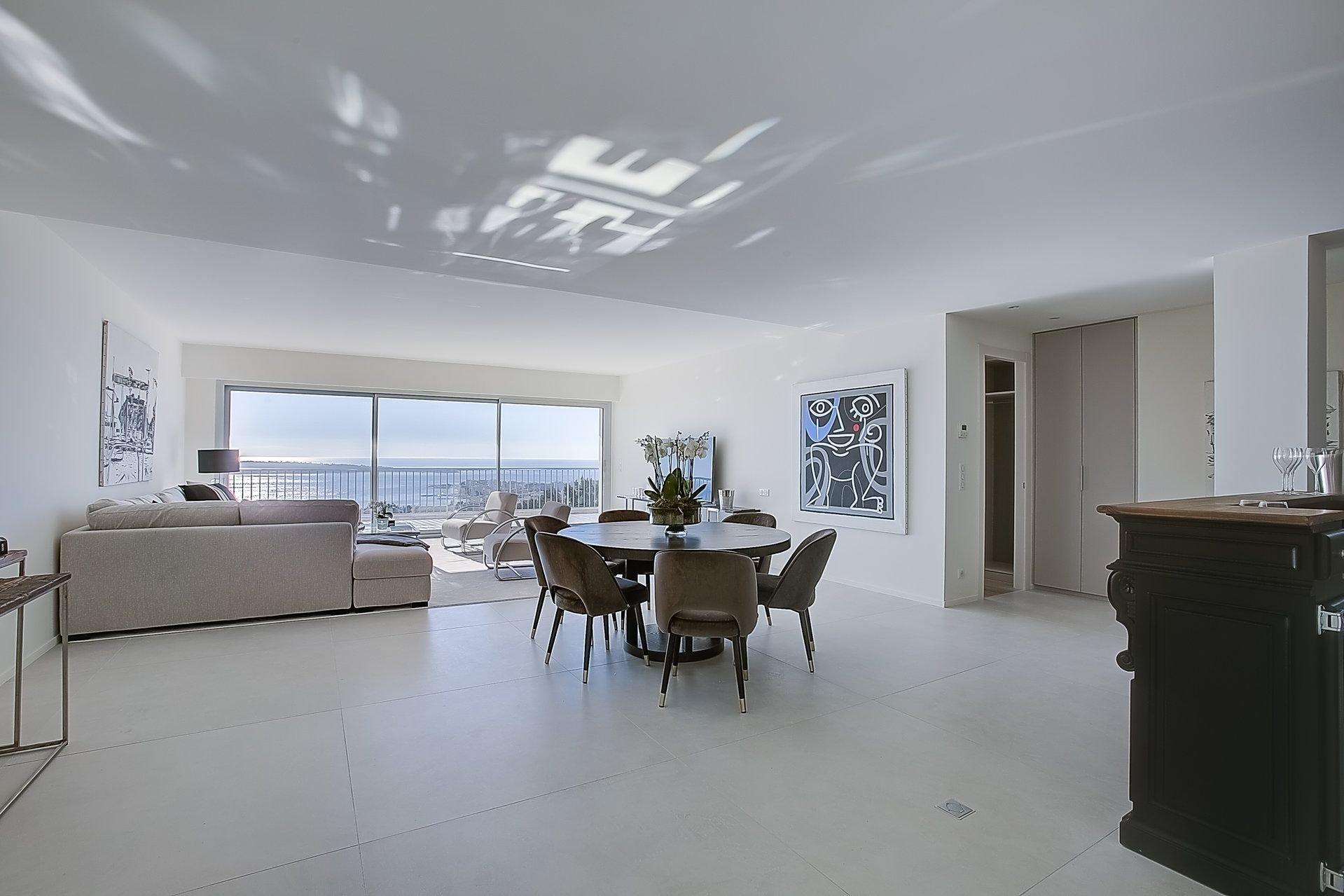 Dernier étage Cannes Californie 4P 158m2 rénové vue mer panoramique