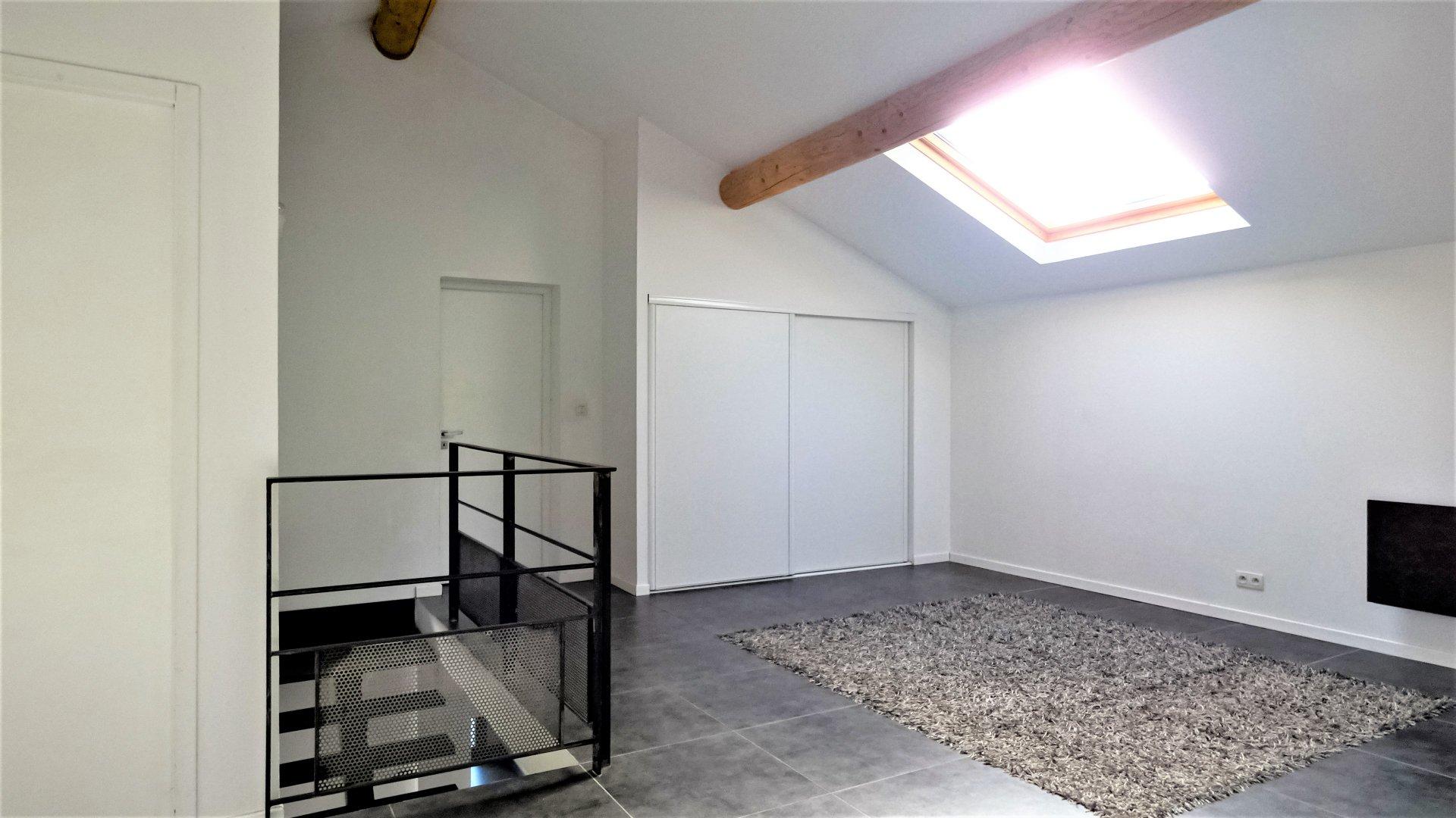 MAISON CABRIES 6 pièces 197m² sur 2 niveaux