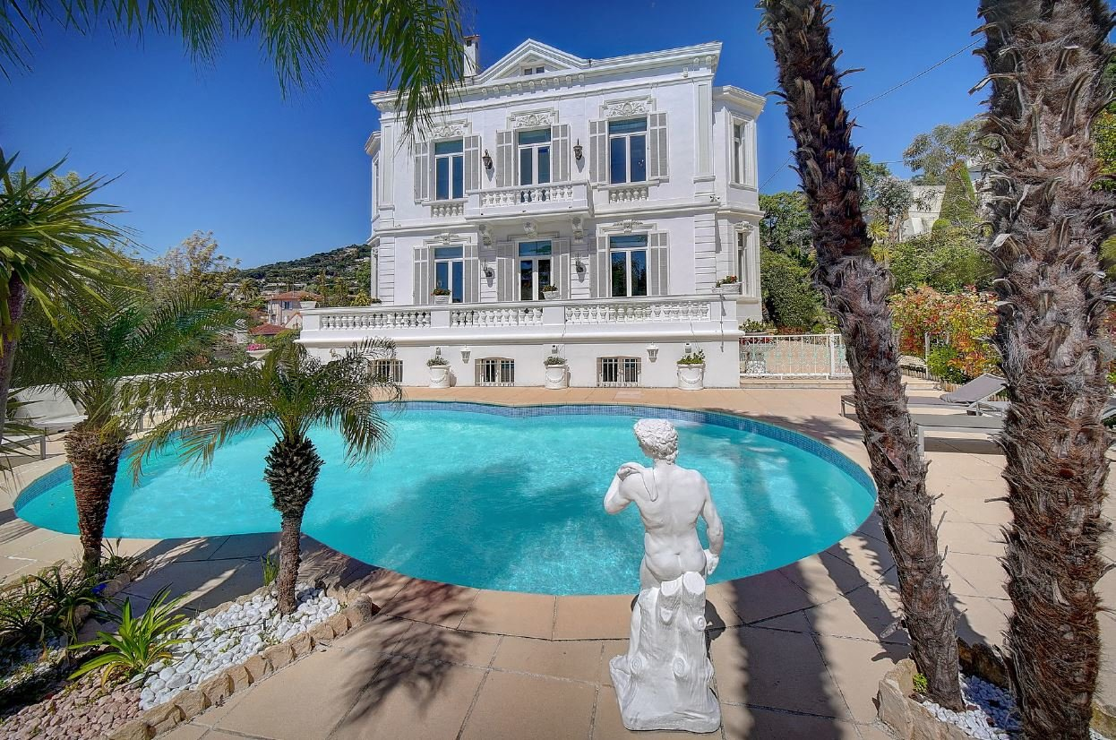 MAGNIFICENT PRIVATE MANSION IN CANNES