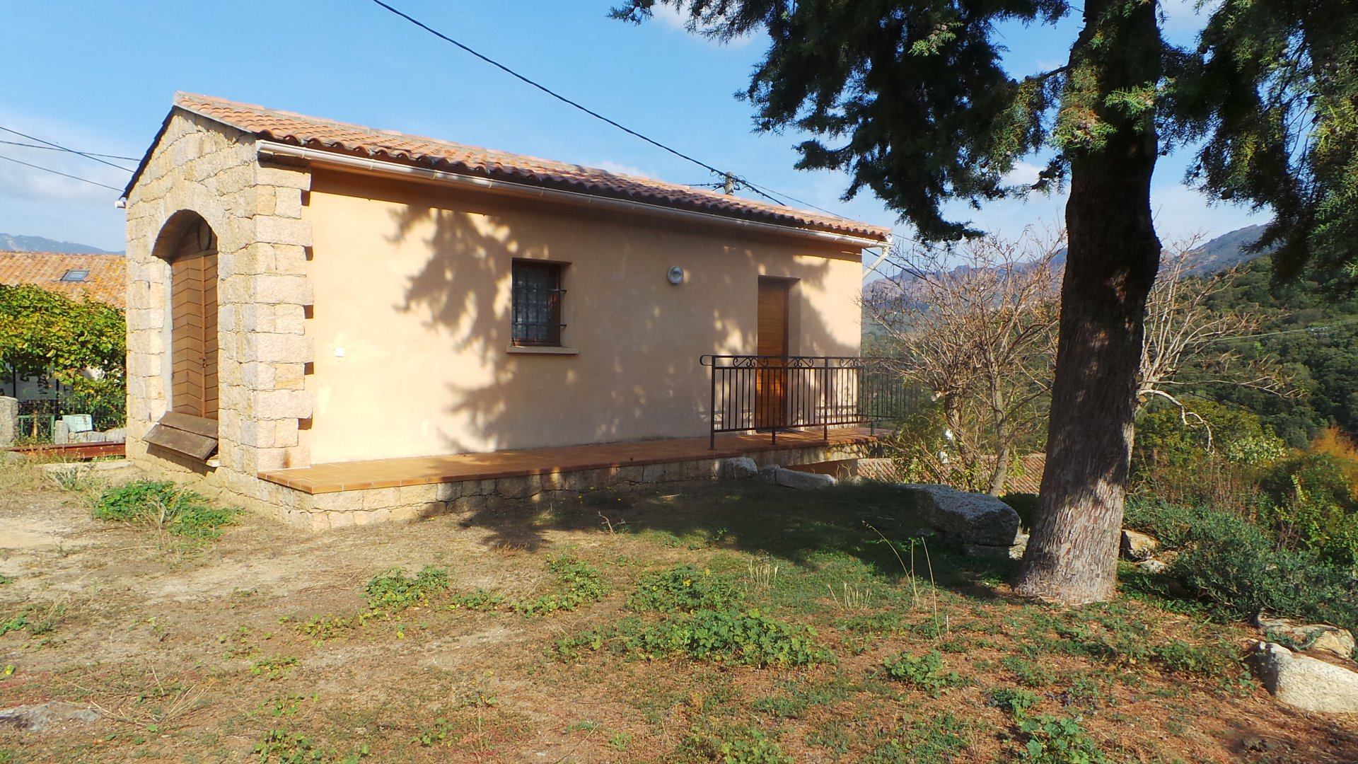 Sale Village house - Arbellara