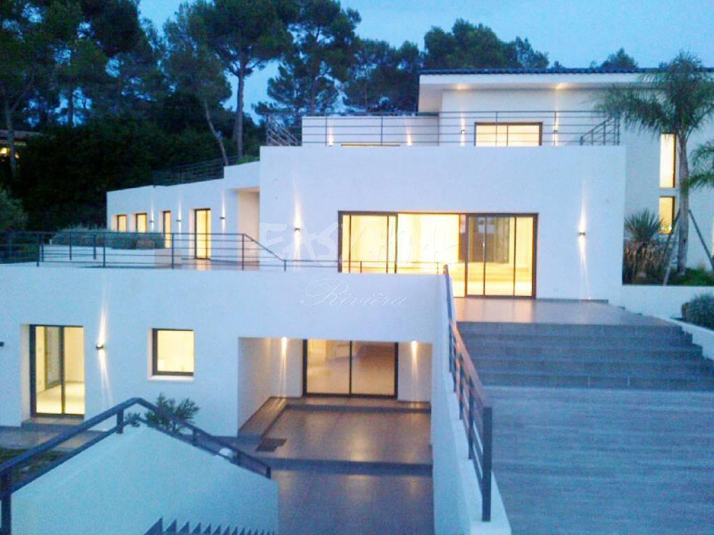 Purchase / Sale Contemporary villa at the gates of Mougins