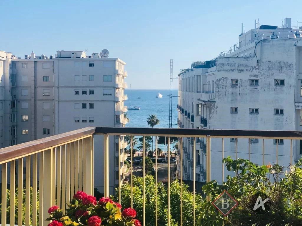 Cannes, Basse Californie, 3 bed flat, top floor