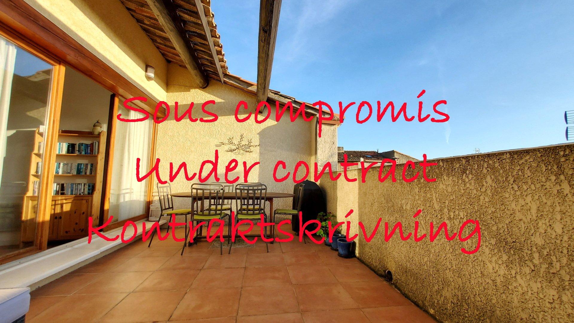 Härligt vinbondehus med garage och terrass med utsikt
