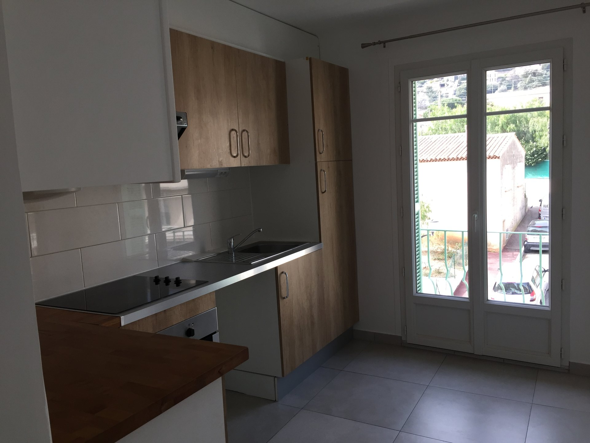 SAINT LAURENT DU VAR (06700) appartement F1 A LOUER