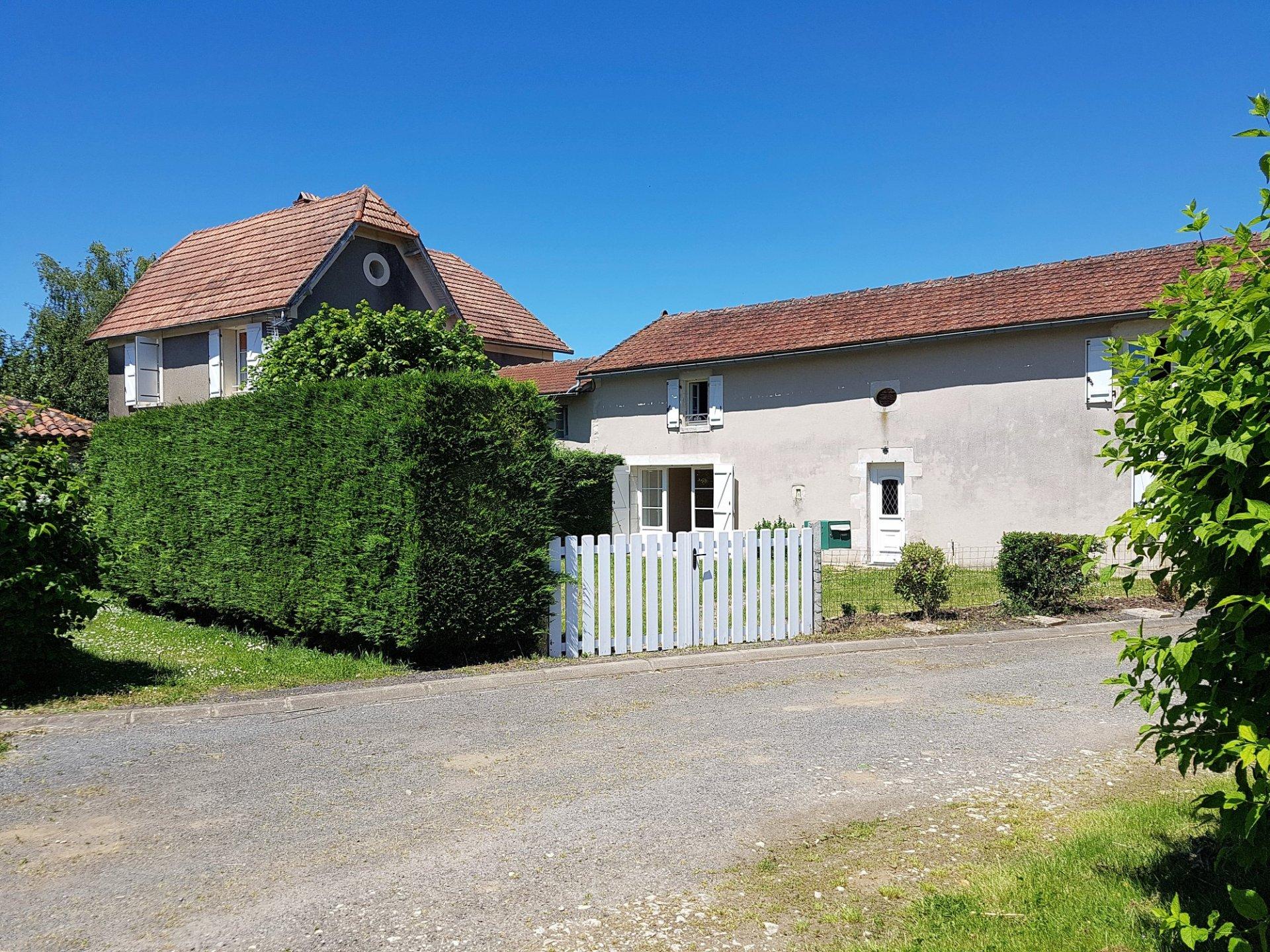Zwei Häuser mit Scheune und Land zu verkaufen, St. Savin 86