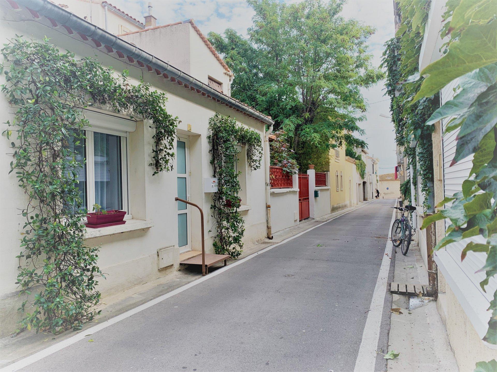 Vendue louée jolie maison de village T2 avec cour