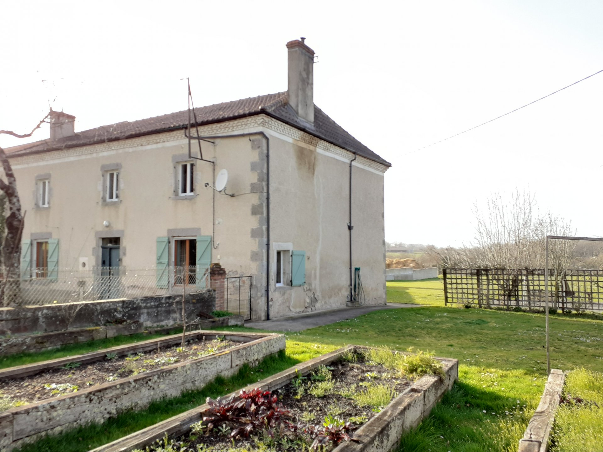 Large village house close to all amenities
