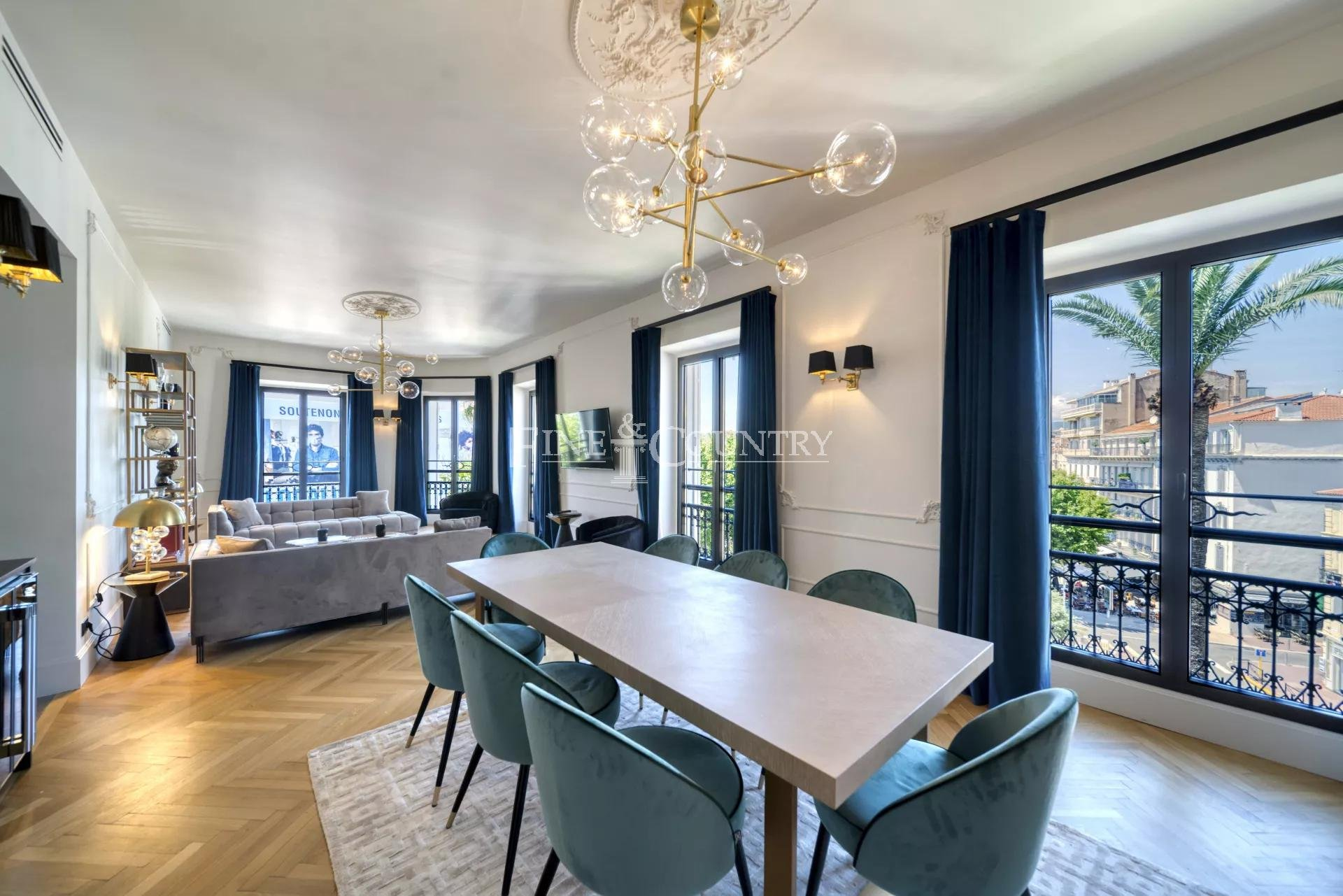 Character Apartment for sale on the Croisette in Cannes