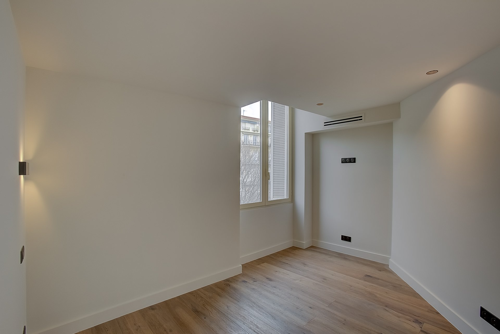 Nice Golden Square - One bedroom with mezzanine and balcony.