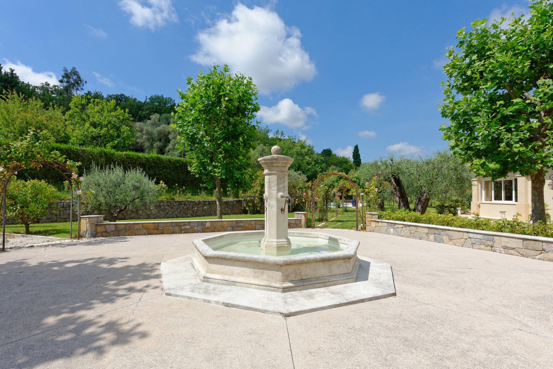 Grasse villa individuelle 500m² fontaine
