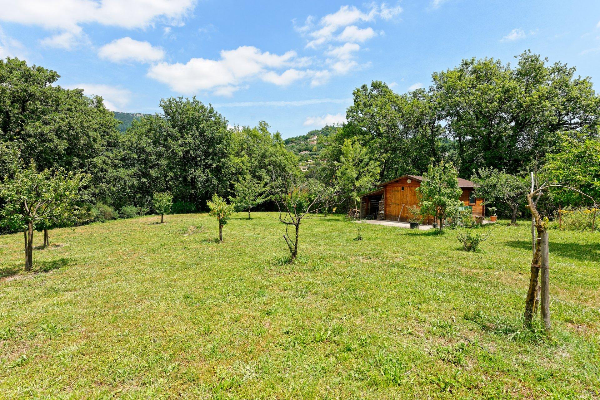 Grasse villa individuelle 500m² jardin