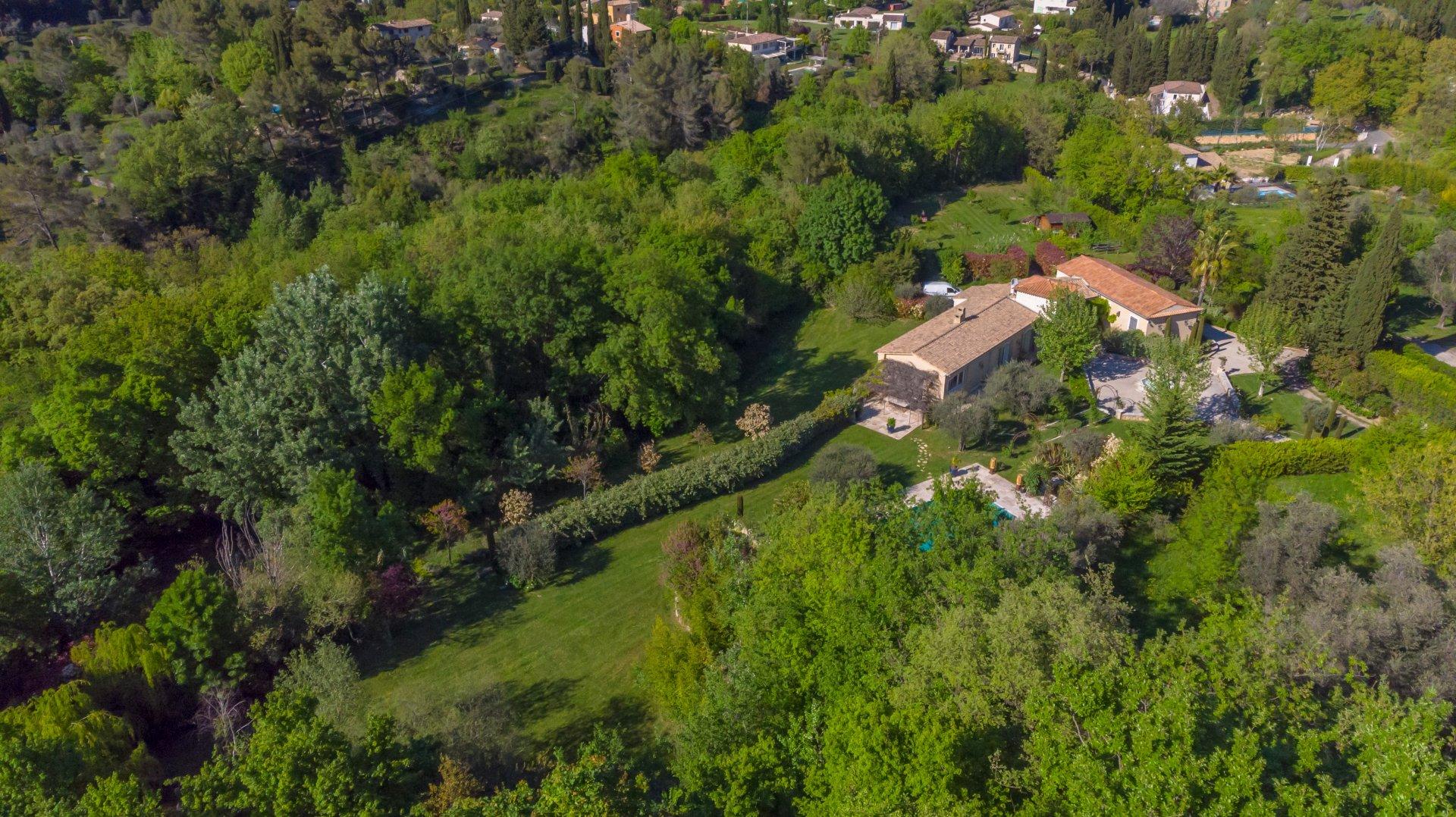 Grasse propriété 500m² vue aérienne