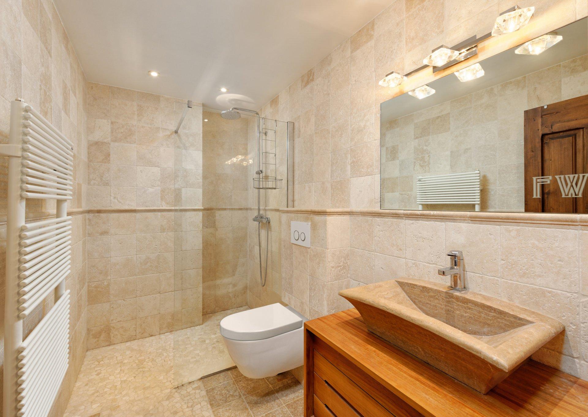 Grasse villa individuelle 500m² sdd+wc