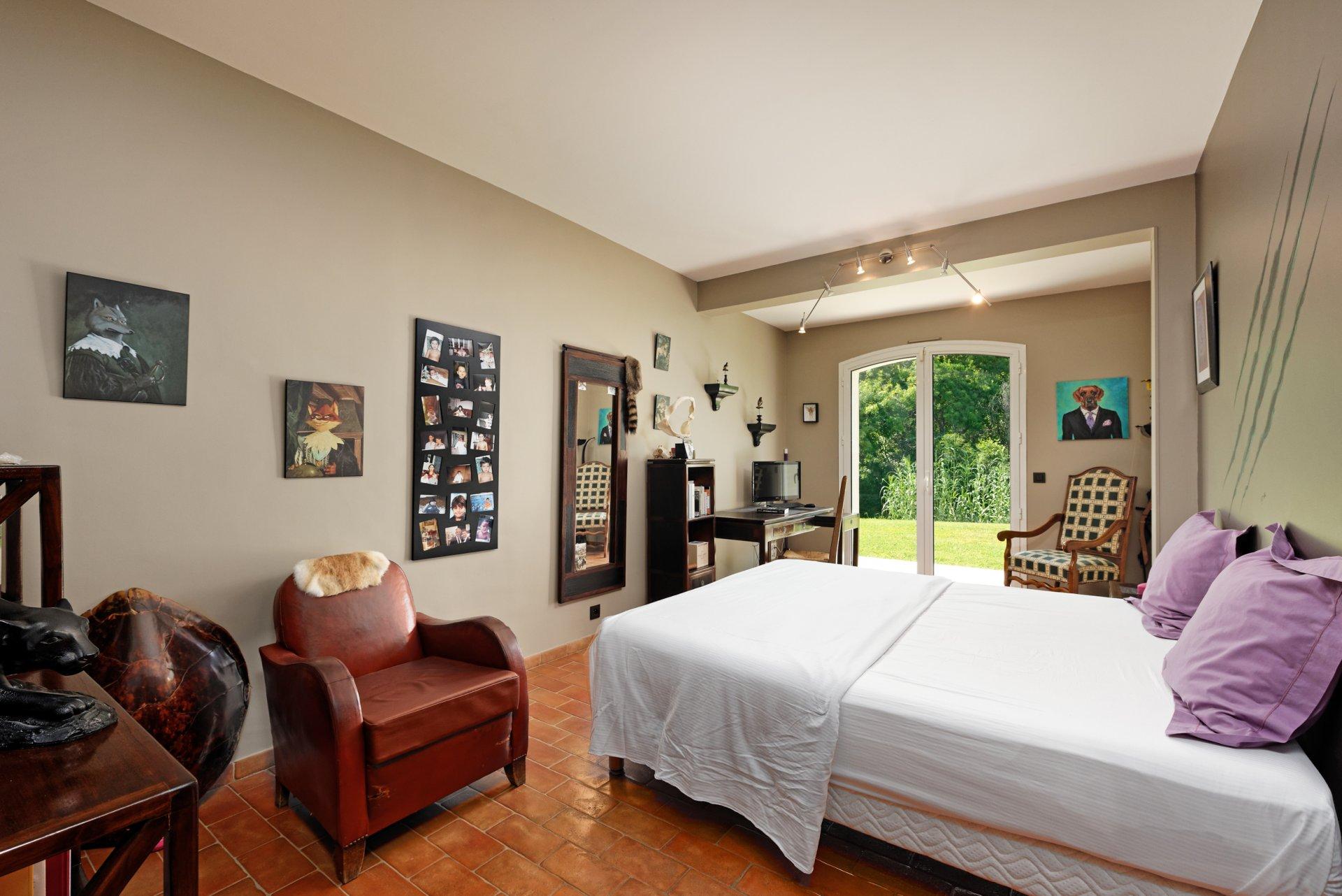 Grasse villa individuelle 500m² chambre