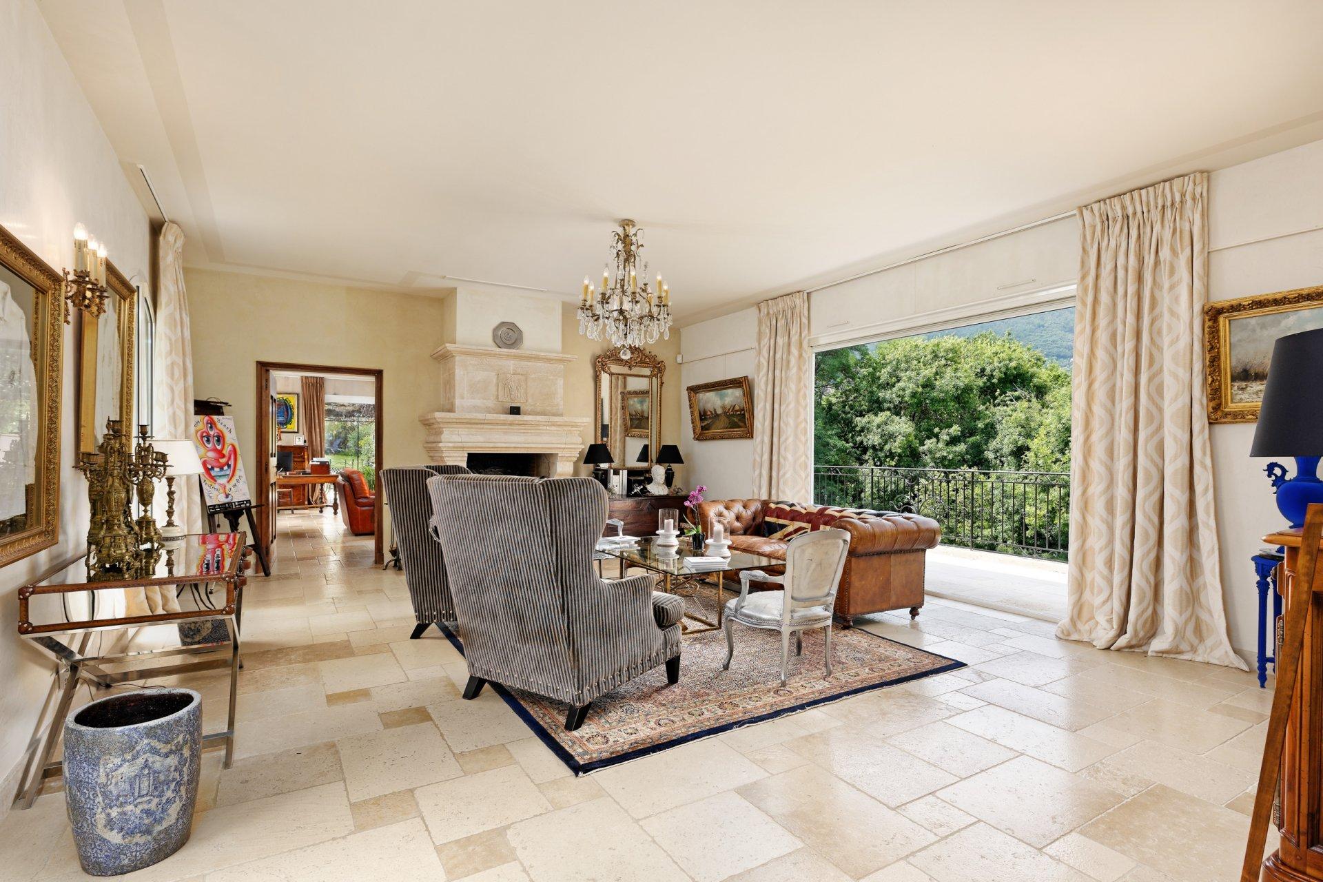 Grasse villa individuelle 500m² salon